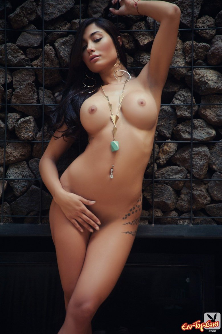 Nude indian girl showing hairy pussy
