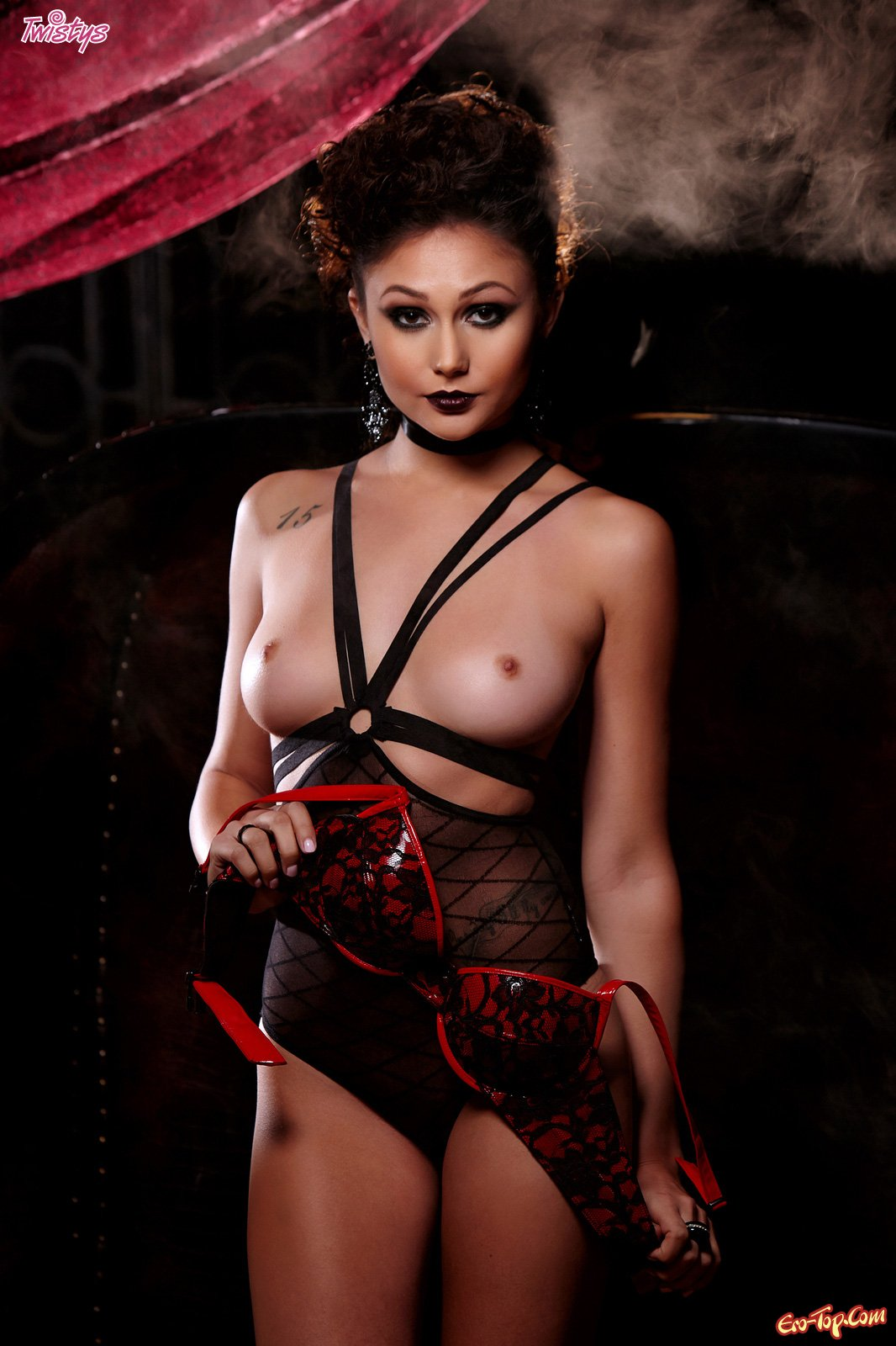 Sexiest vampire babe nude hentay pic