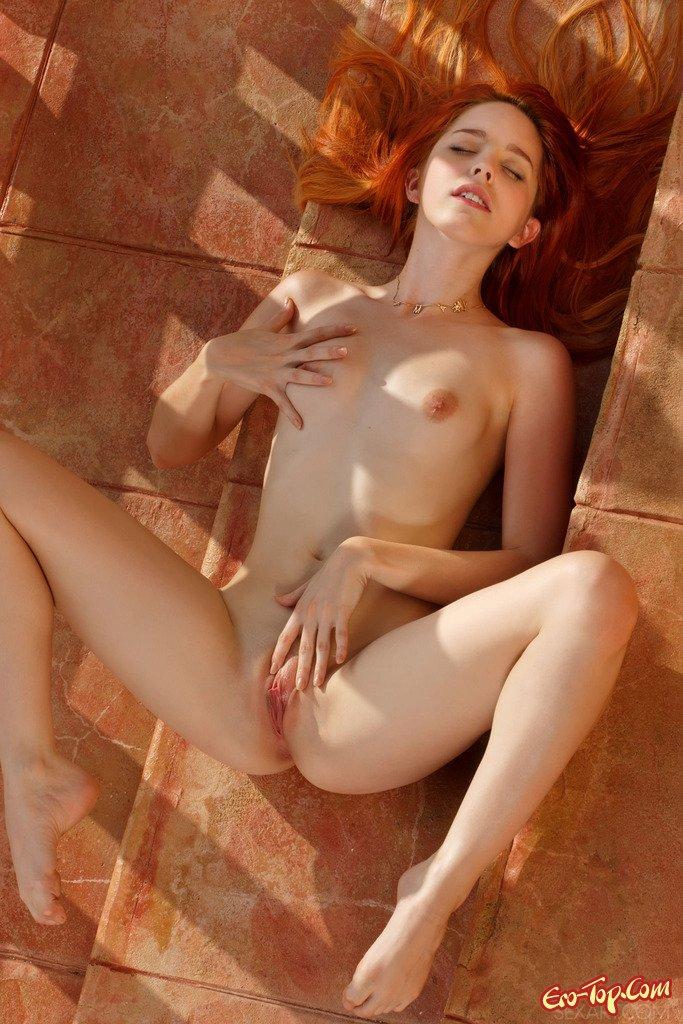 Пися рыжей девушки смотреть эротику