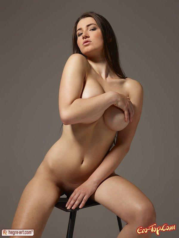 Упругая большая грудь