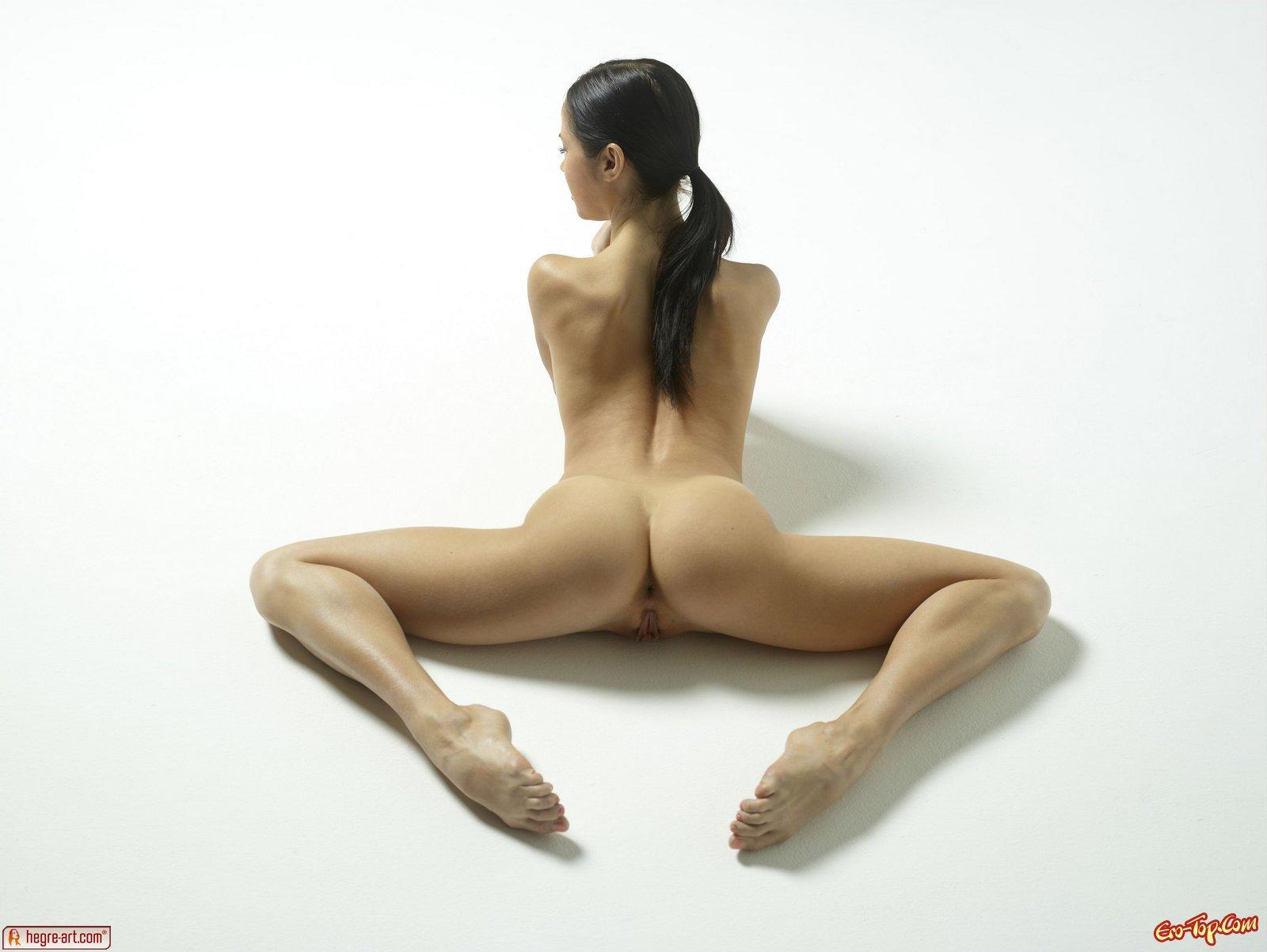 Шпагат голой гимнастки 24 фотография