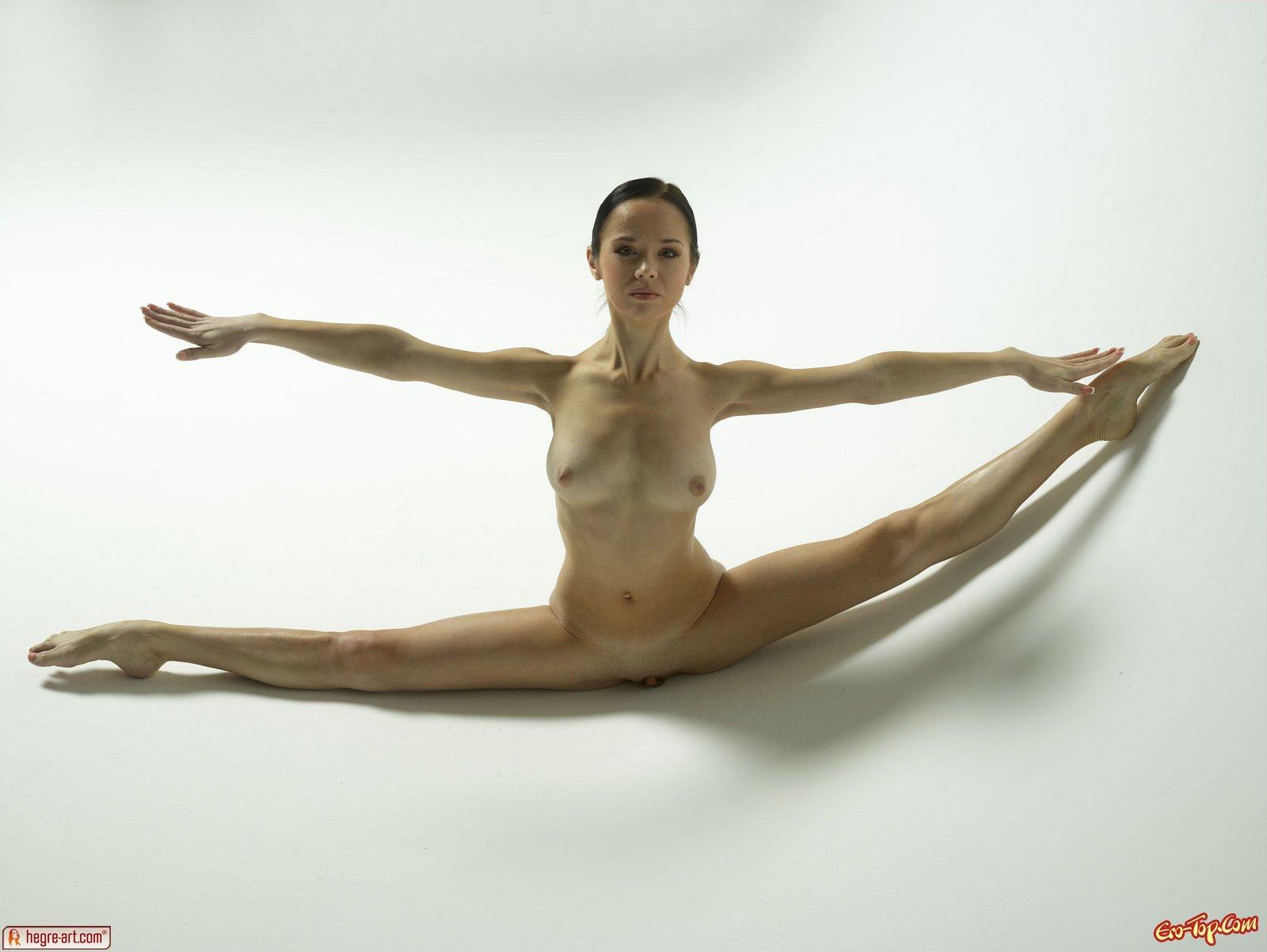 Шпагат голой гимнастки 21 фотография