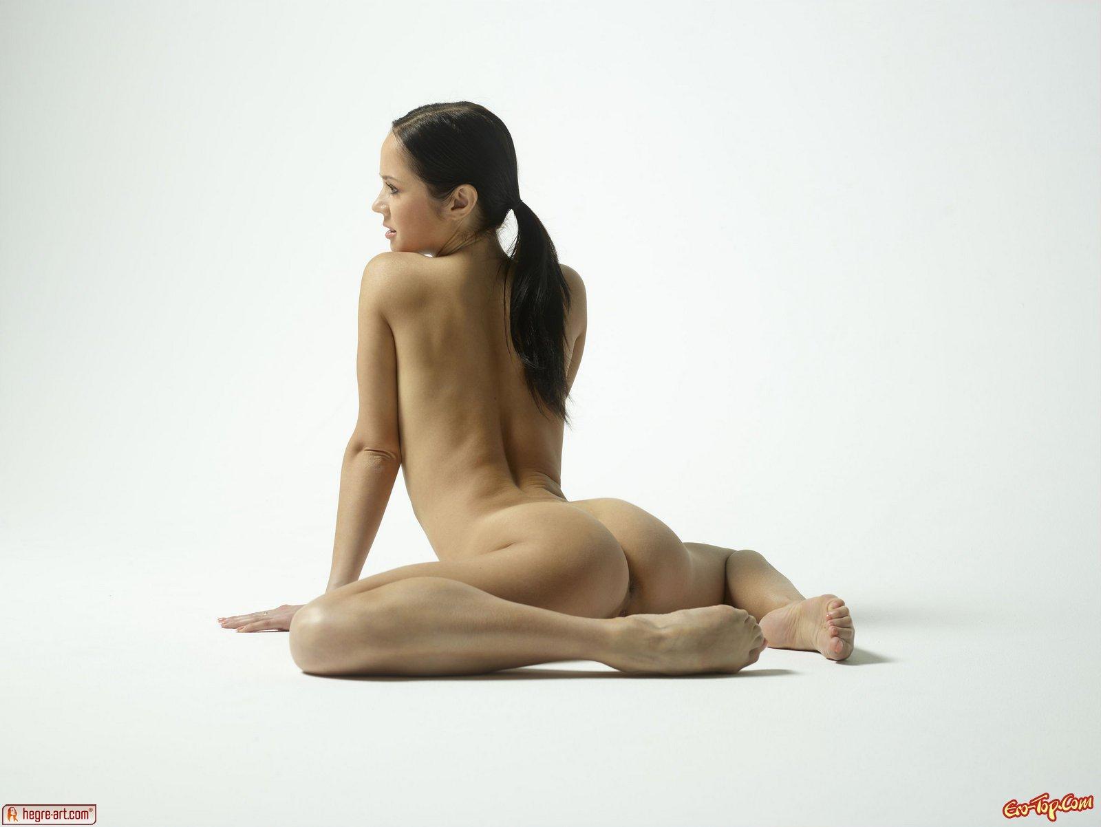 Шпагат голой гимнастки 25 фотография