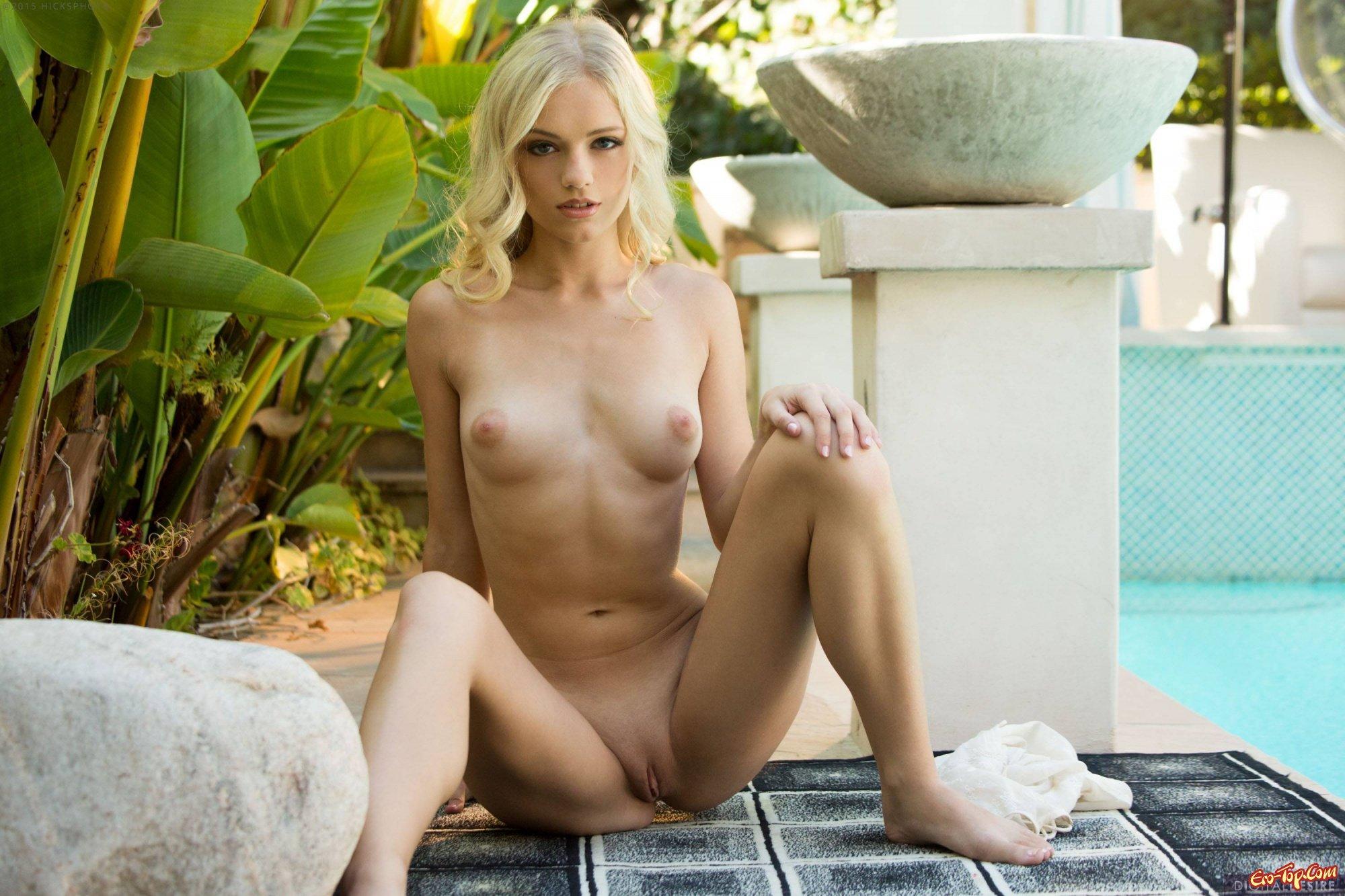 Alex Grey оголила письку секс фото