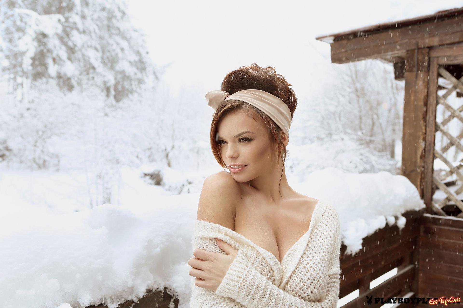 Горячая кобыла в снегу