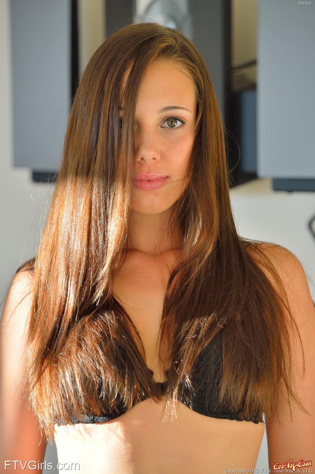 Jenna Sativa засветила прелести