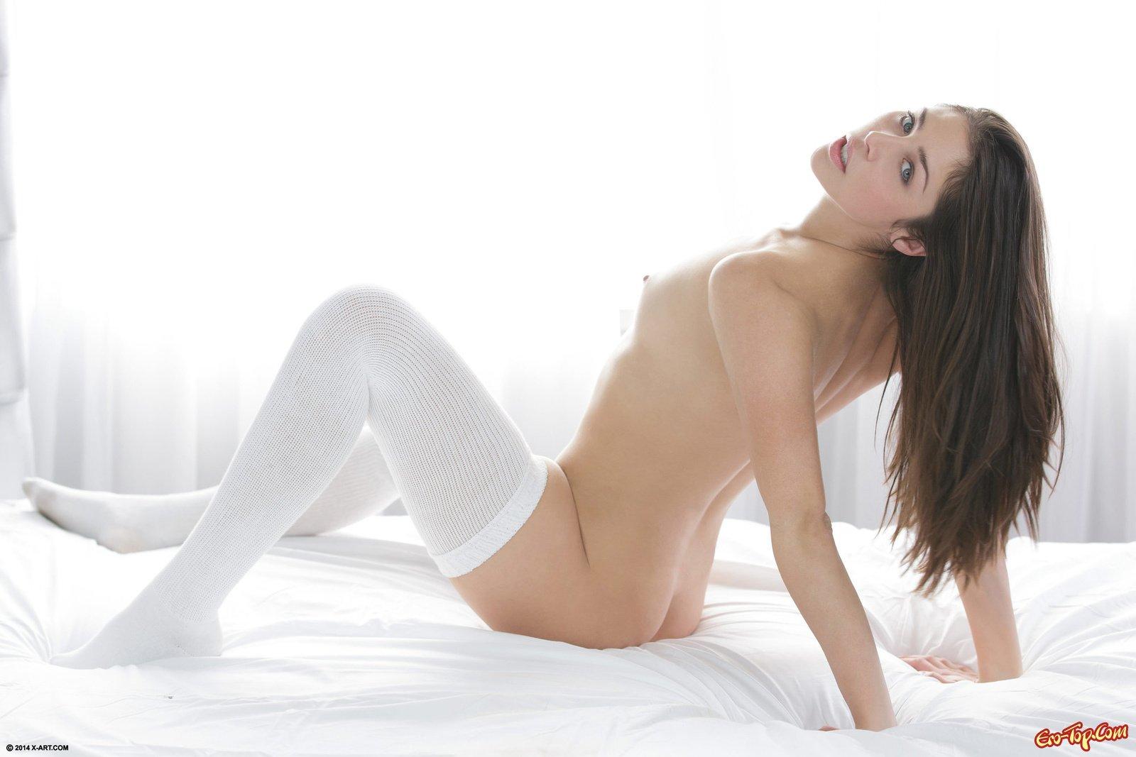 Красавица в белых носках