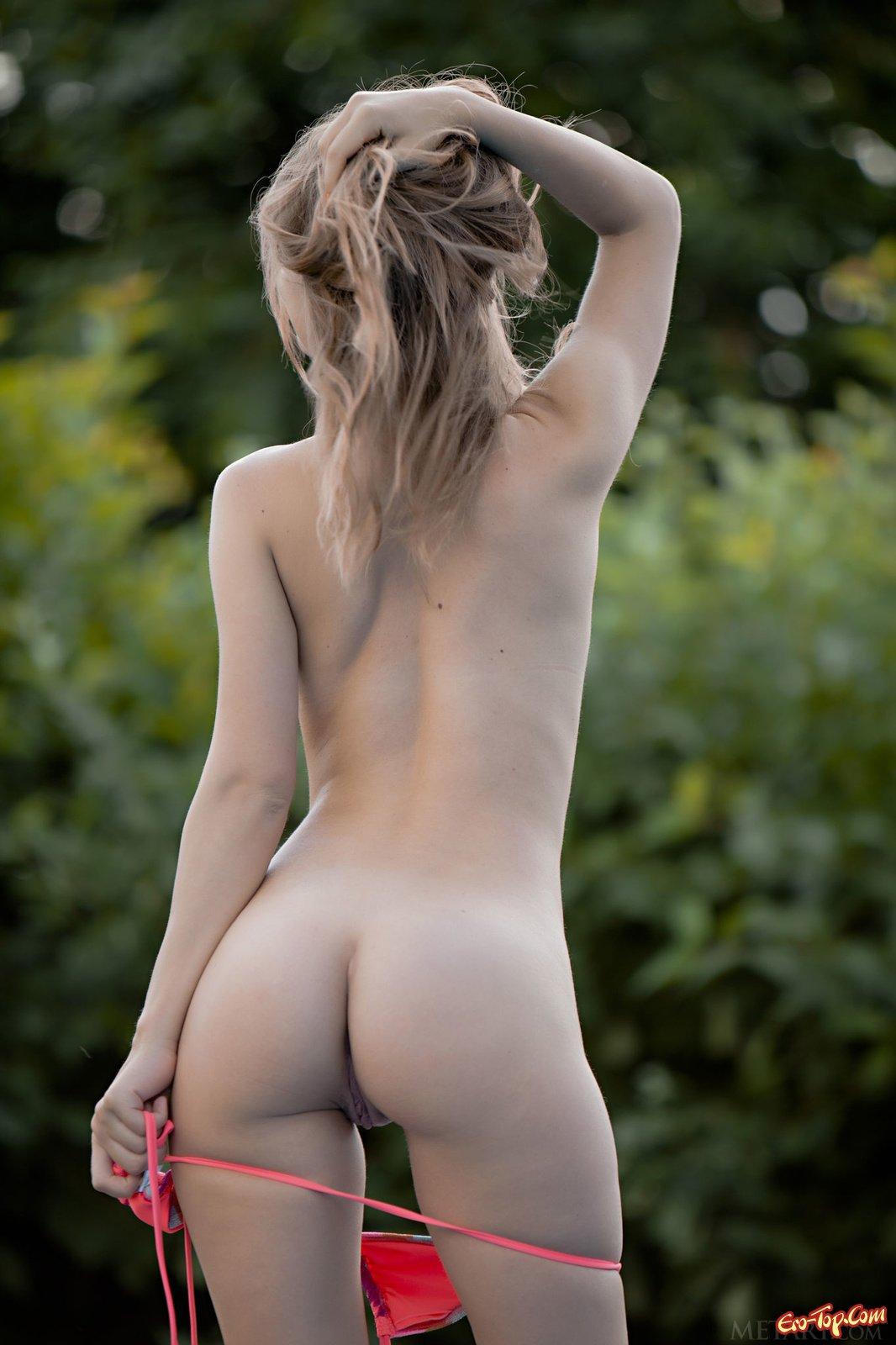 Yani Nastya стащила купальник