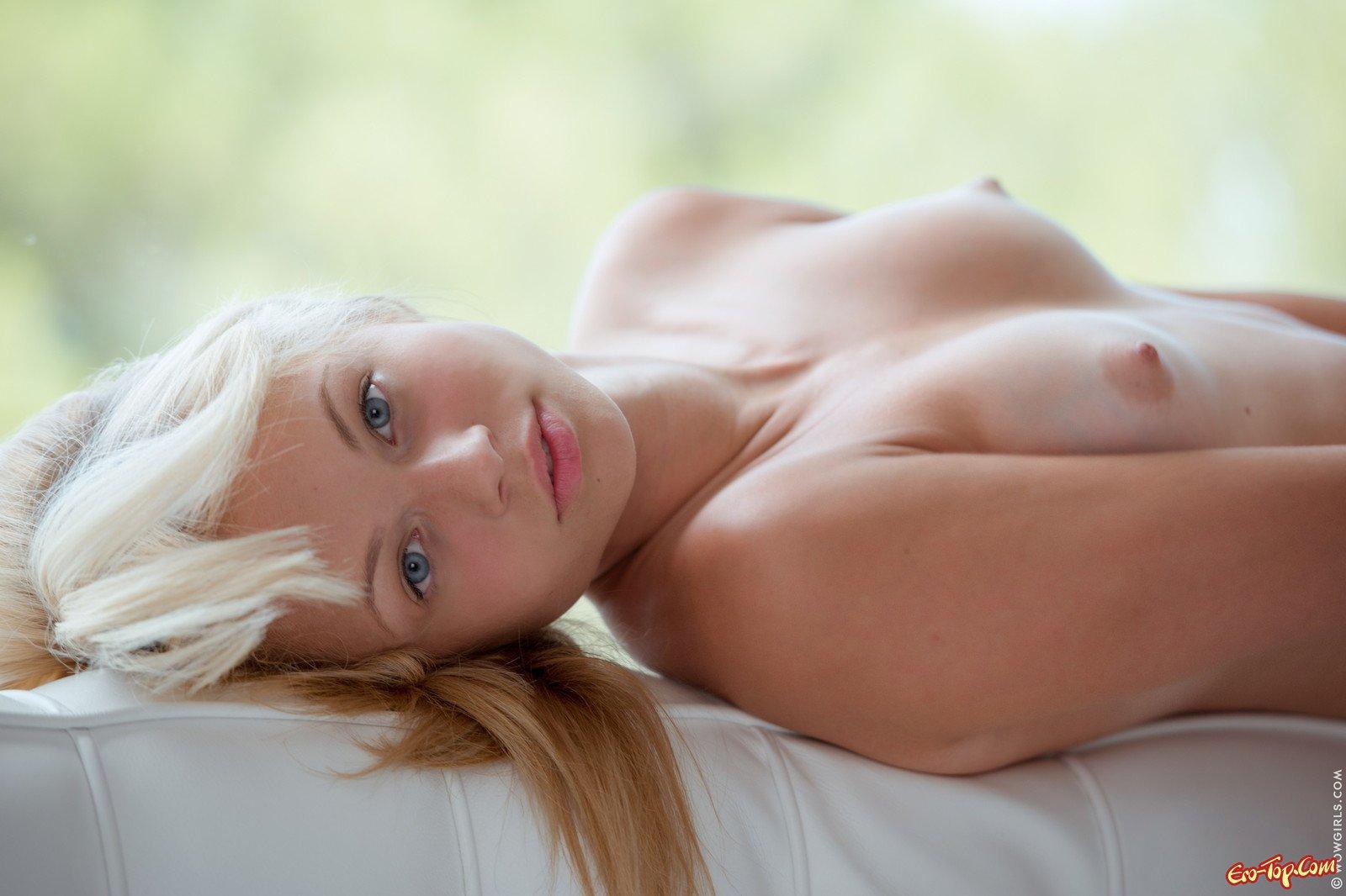 Eve Luv сфотографировала киску смотреть эротику