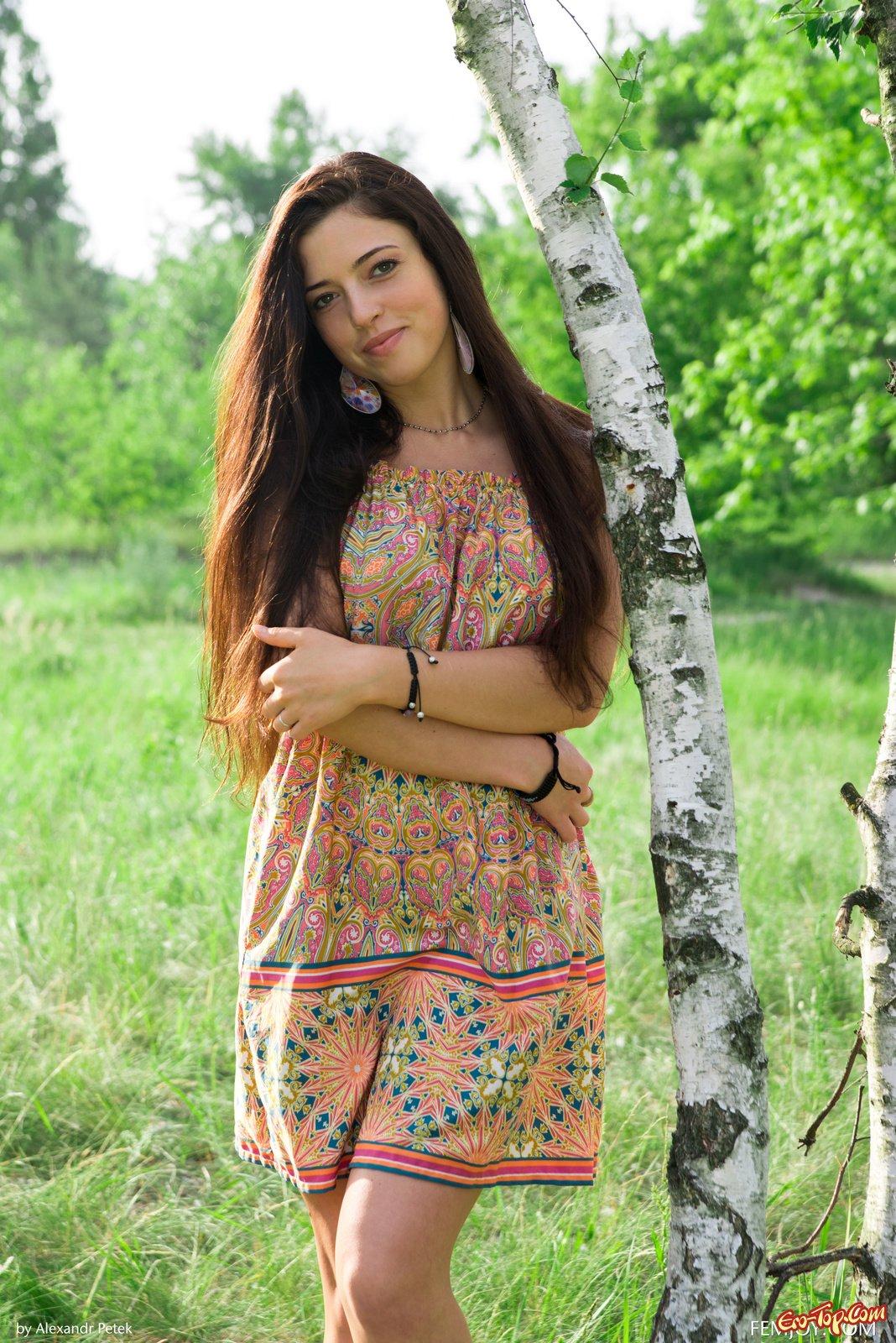 Раздетая русская девка Elina Dee