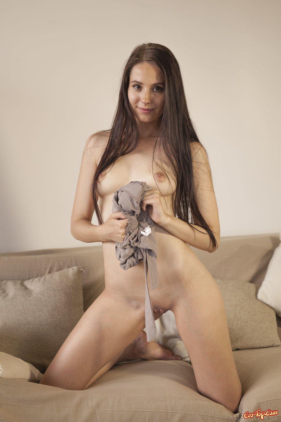 Гладкая попочка Vanessa Sky секс фото