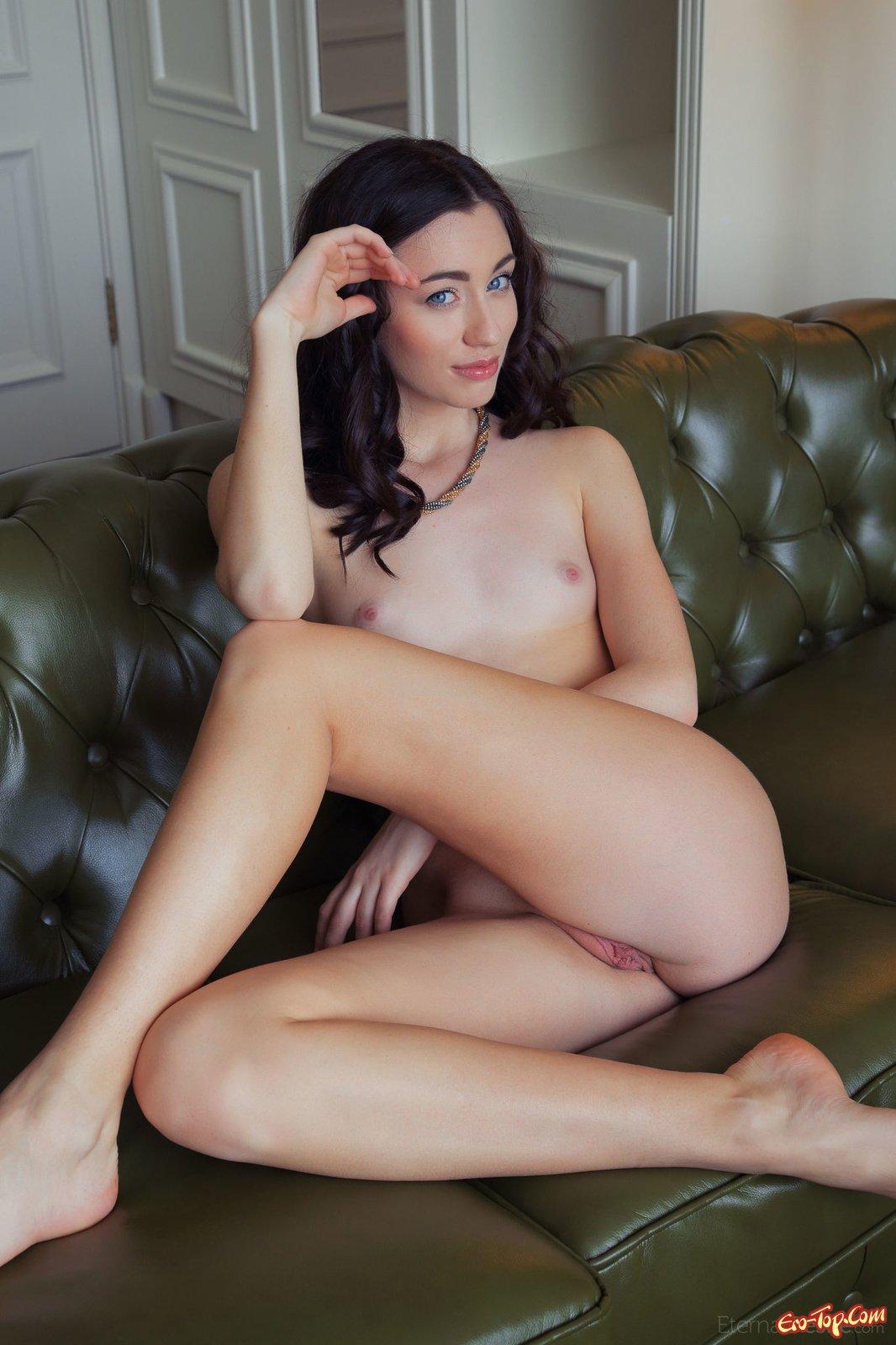 порно онлайн худенькая брюнетка