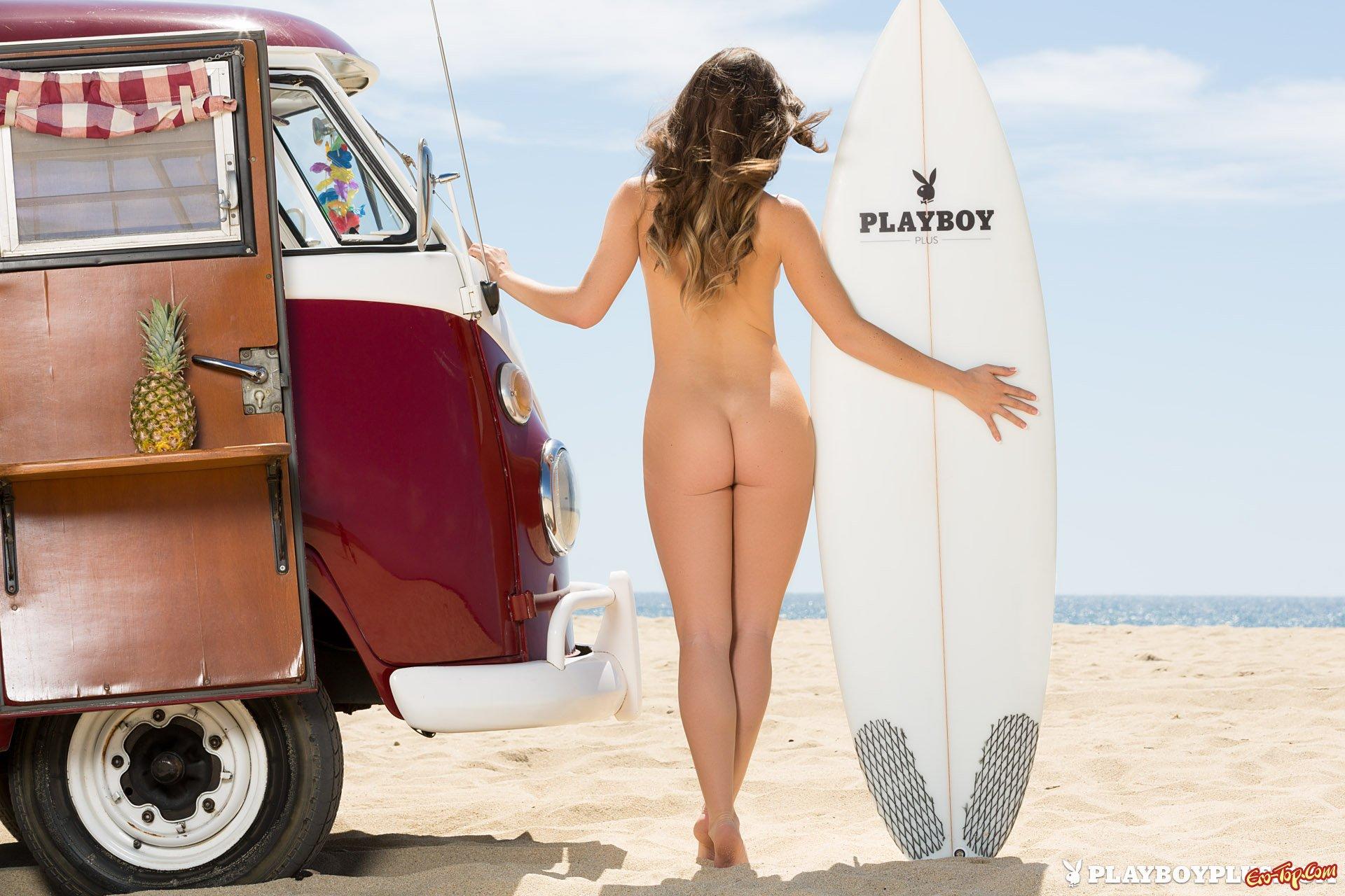 Пляжная обнаженка Naughty America