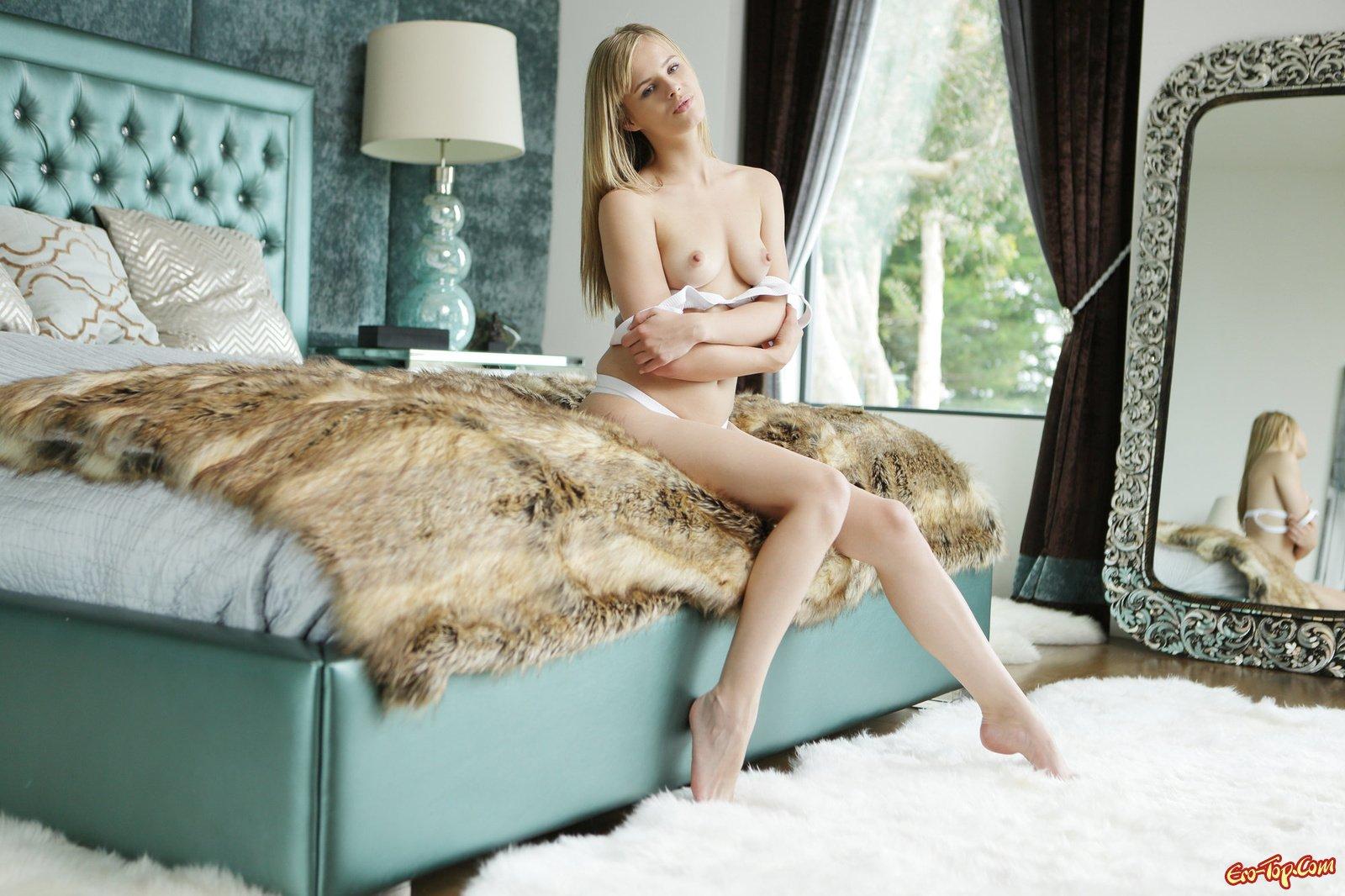 Jillian Janson в лежанке