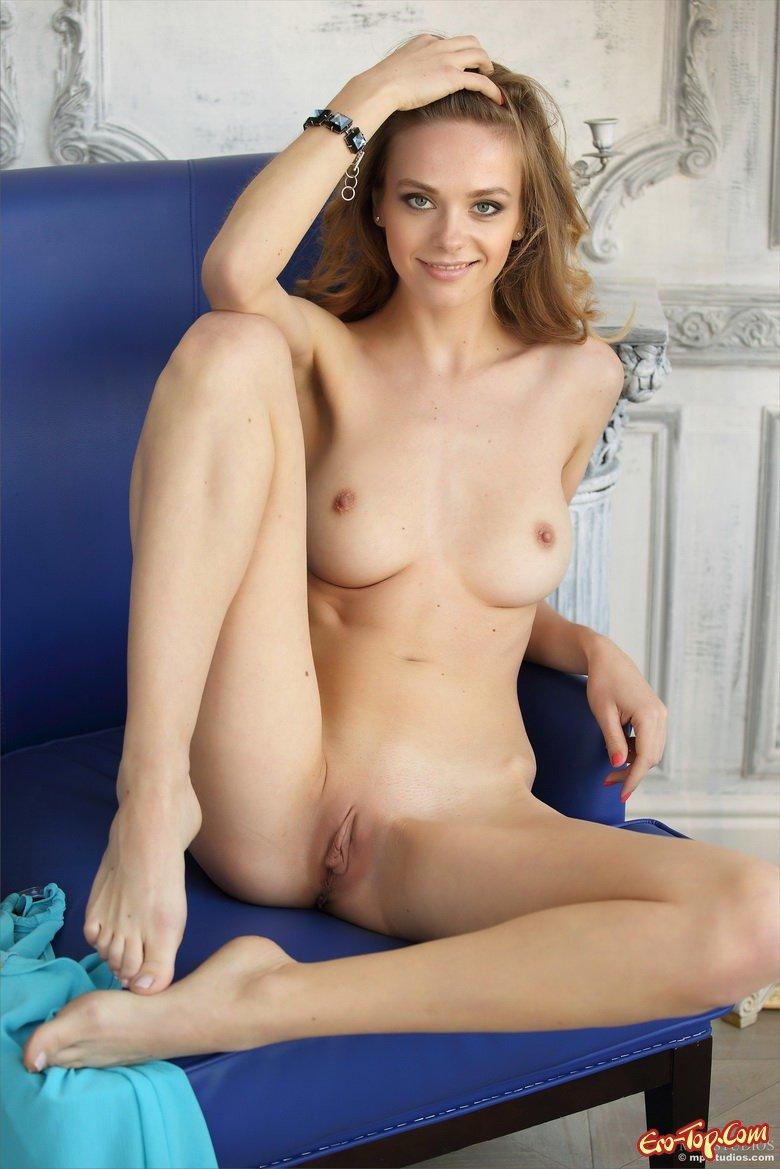 Титястая светлая порно звезда