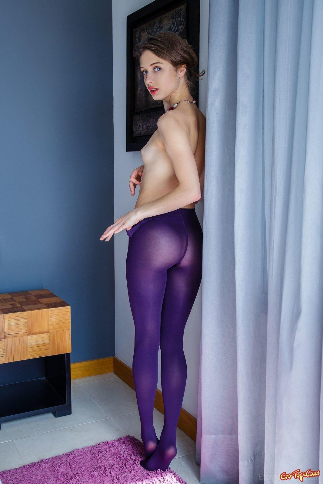 Девушка снимает колготки эротика фото 772-299