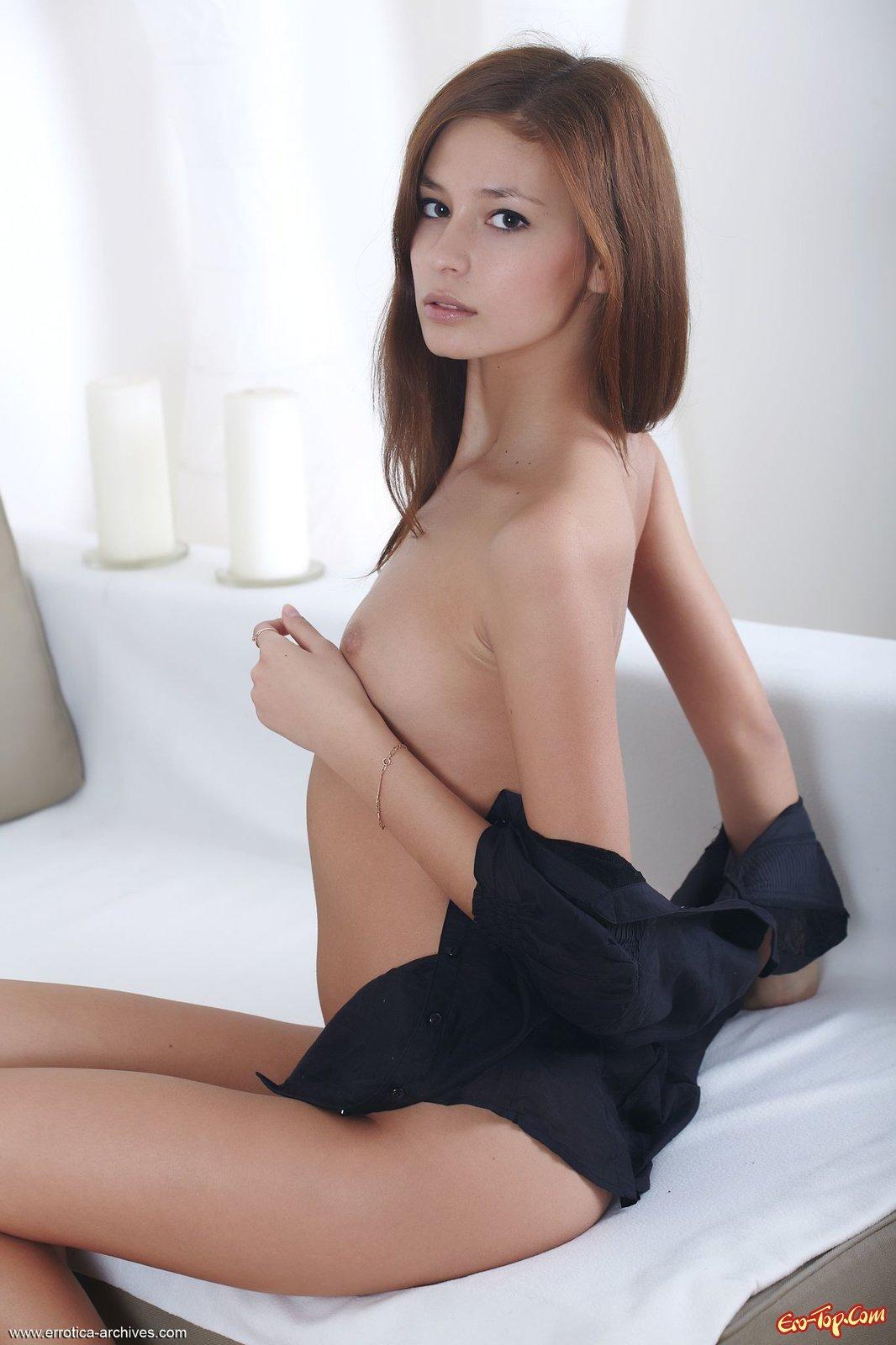 Девка с раскрепощенной писькой