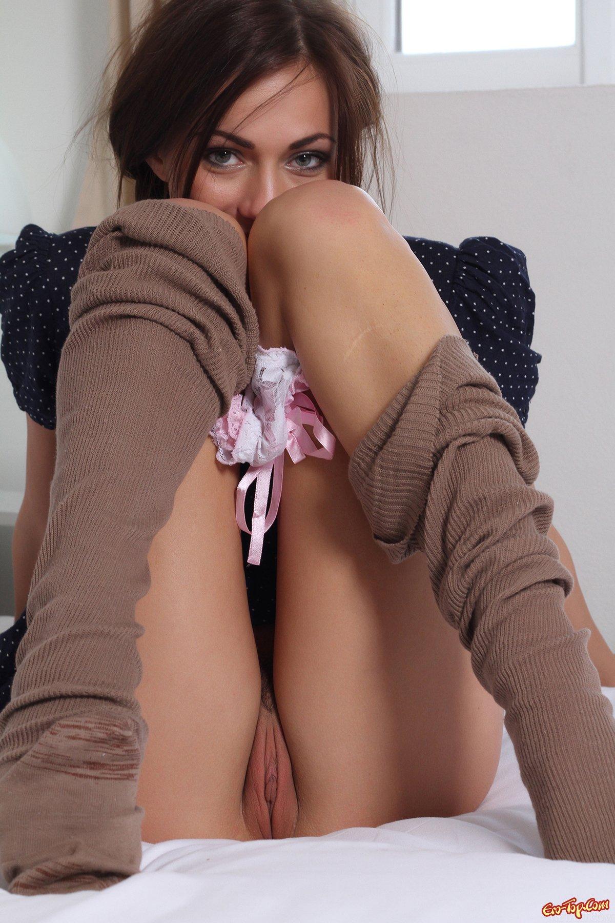 Неимоверно горячая голая девушка