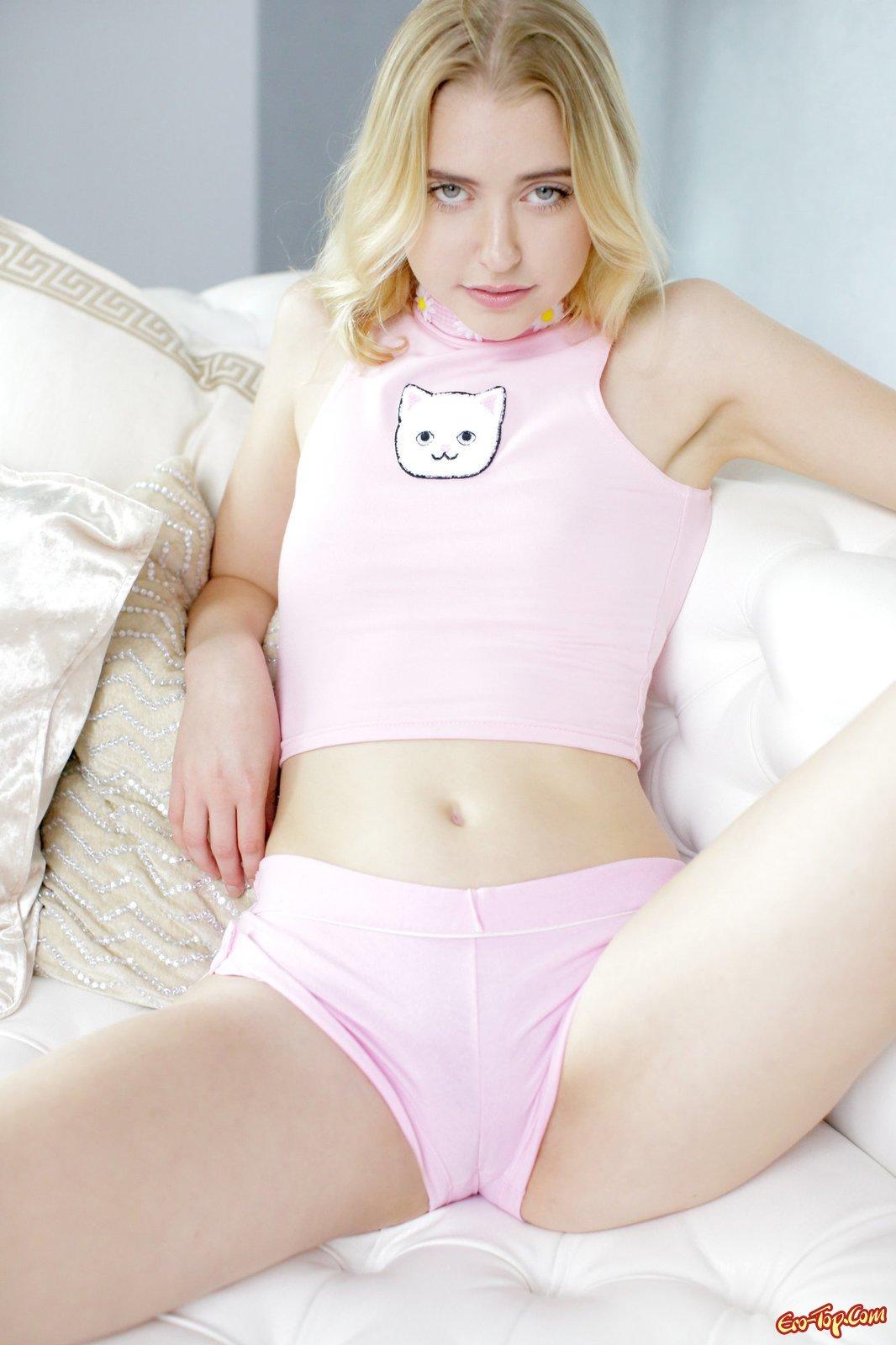 Chloe Couture с дилдо