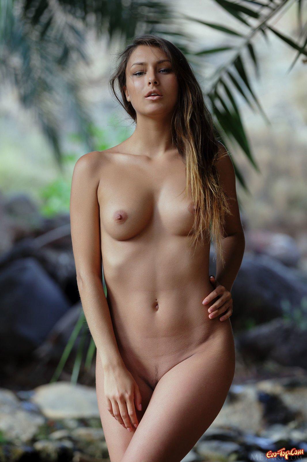 Эро фото девушек в джунглех фото 638-994