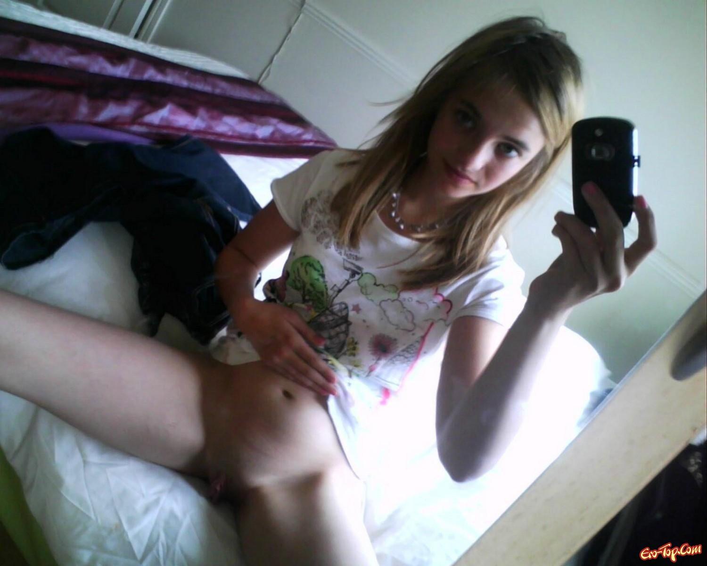 голые девушки фотографируют себя зеркале