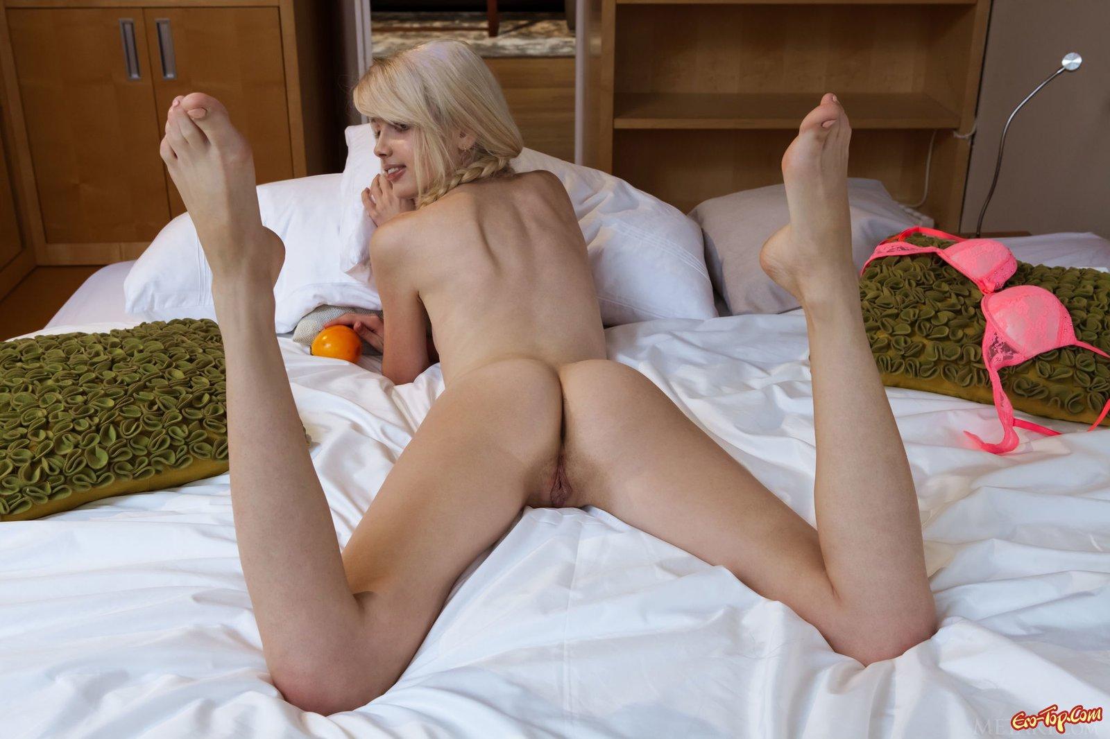 Милая блондинка