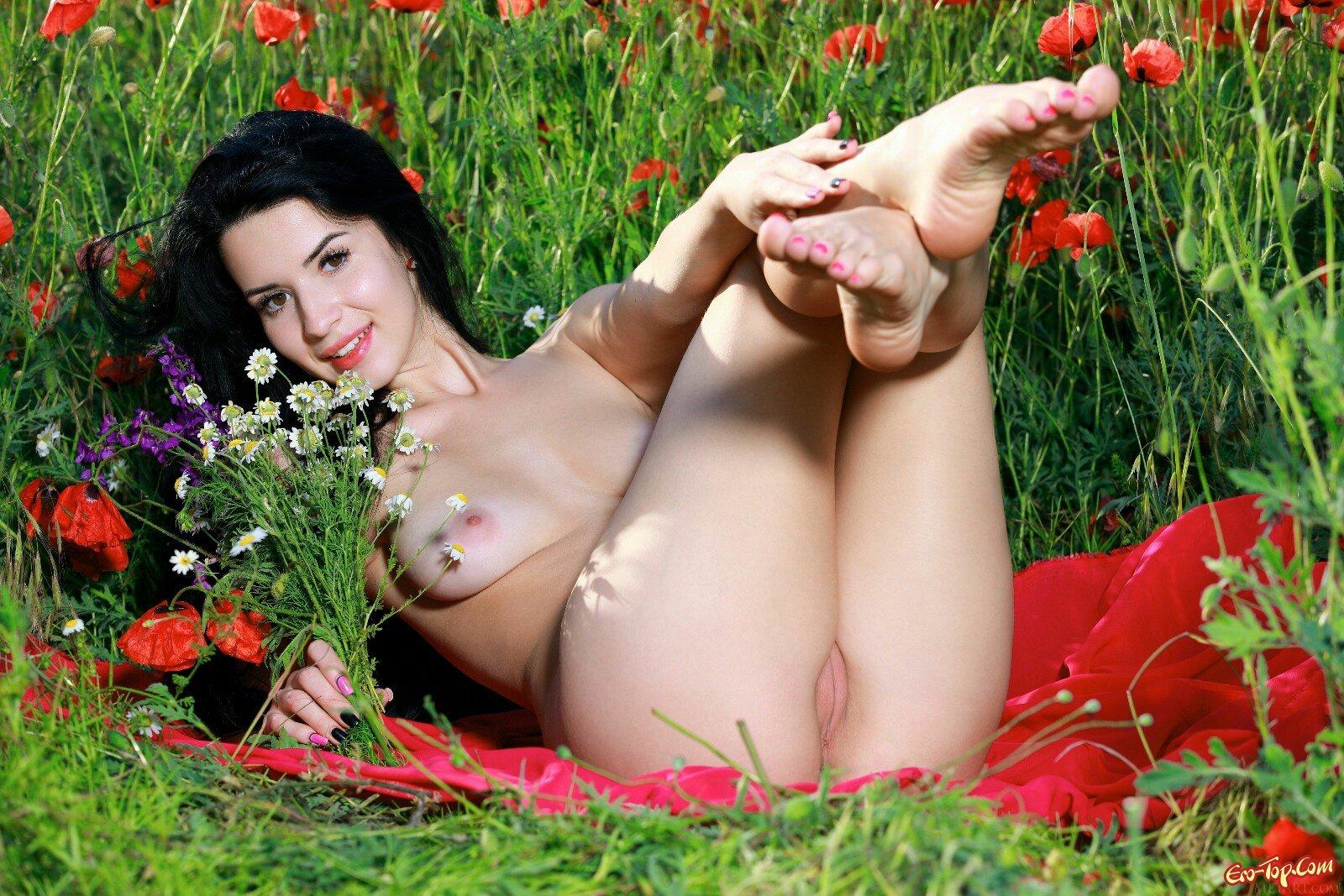 Lola Marron в поле