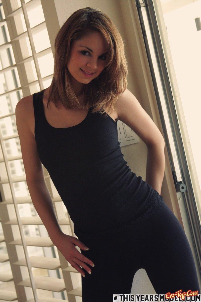 Фото девушка снимает лосины фото 774-790