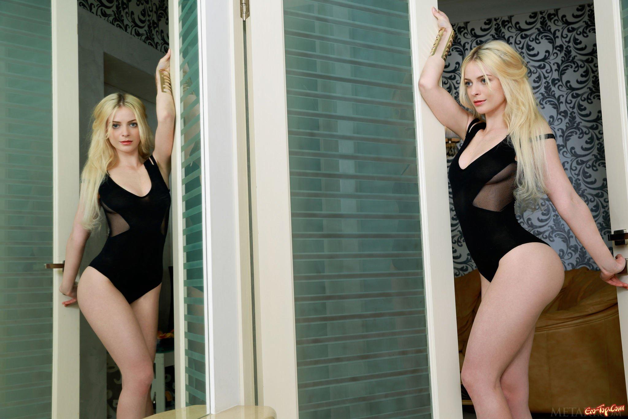 Шикарная блондиночка с выразительными формами