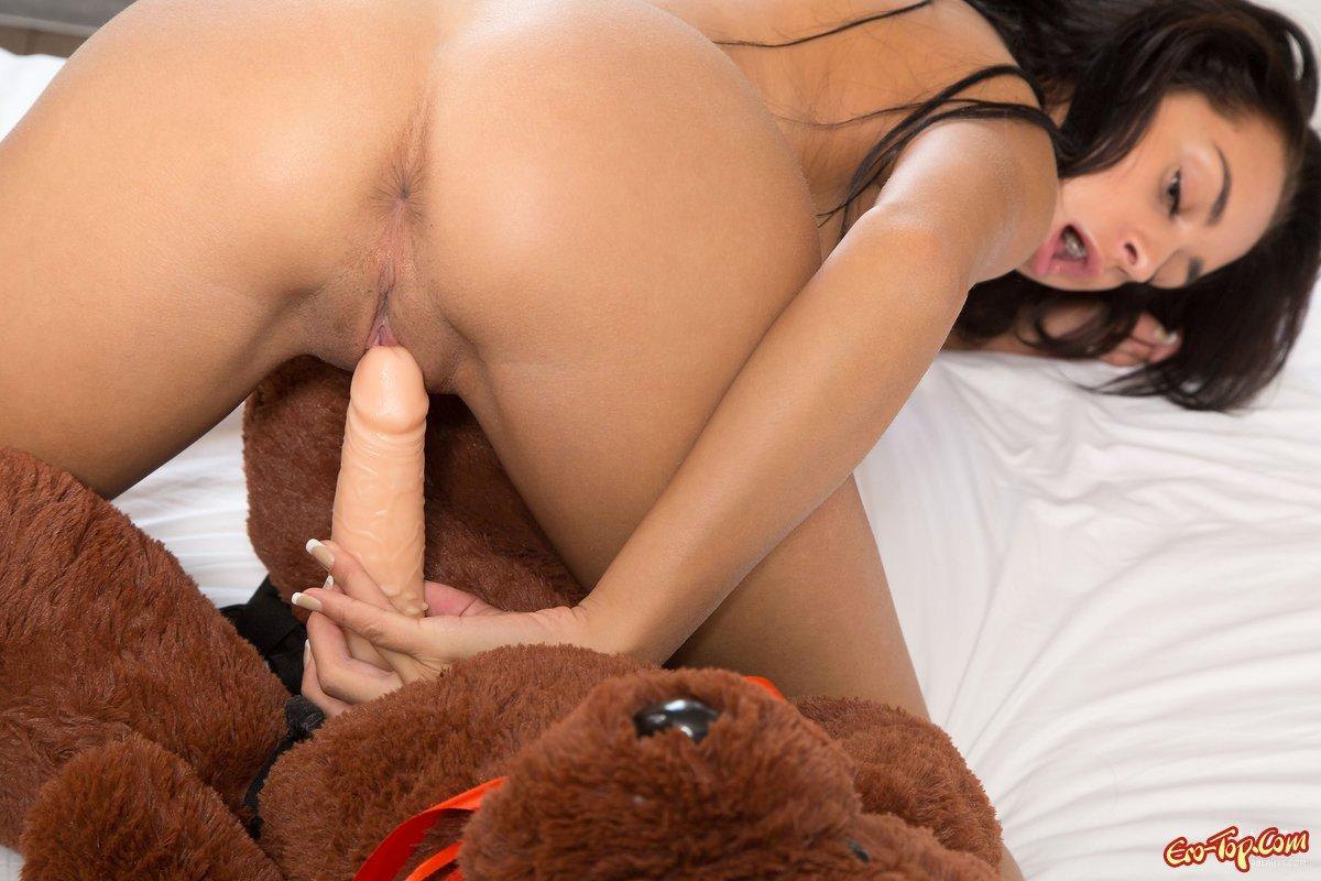 Девка с плюшевым медведем секс фото