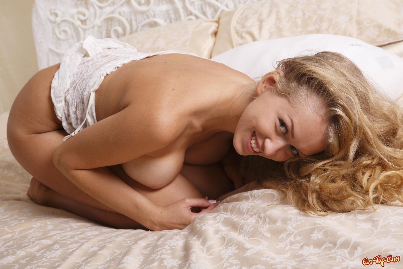 Классная блондиночка в постеле