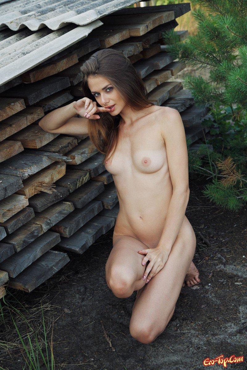 Русская колхозная телка обнаженная в огороде смотреть эротику