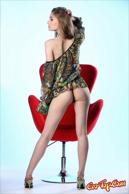 фото модели с плоской грудью