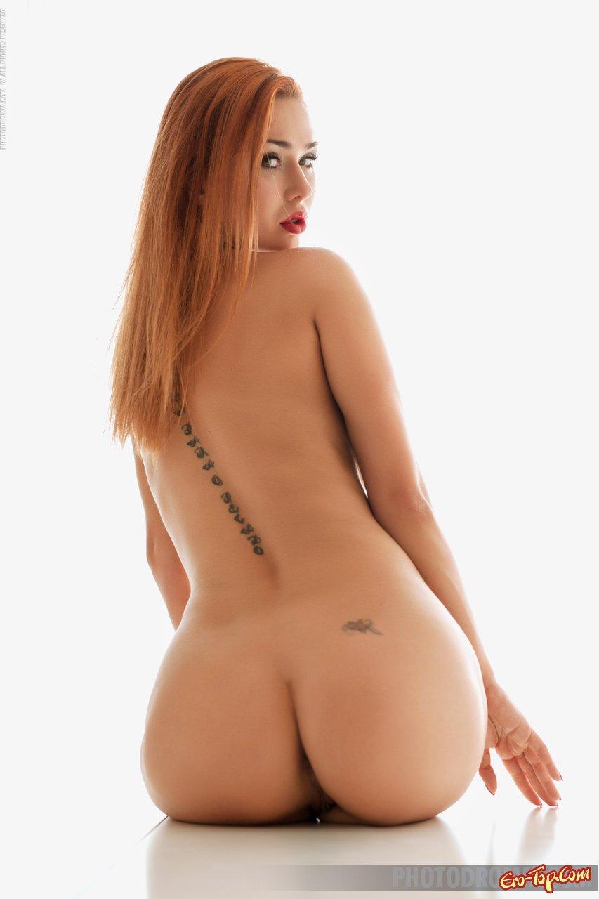 Рыженькая фотомодель с большой жопой
