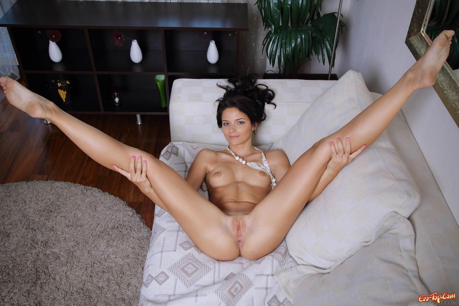 bryunetka-pokazala-porno