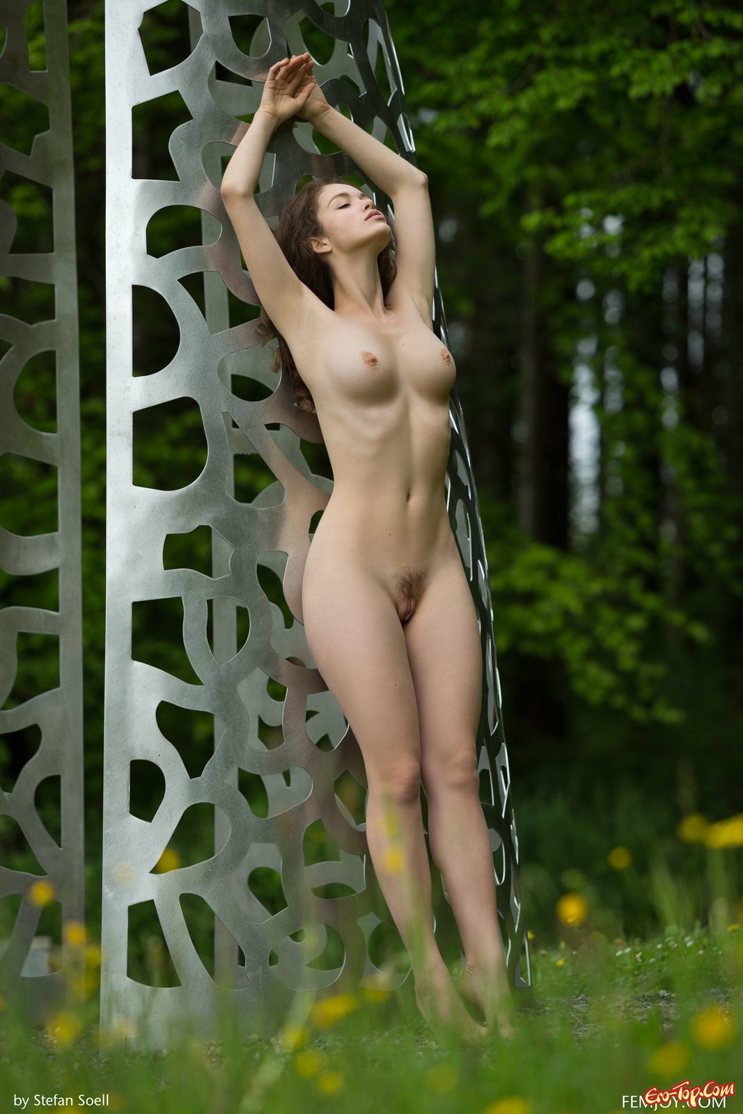 Девушка с красивой большой грудью