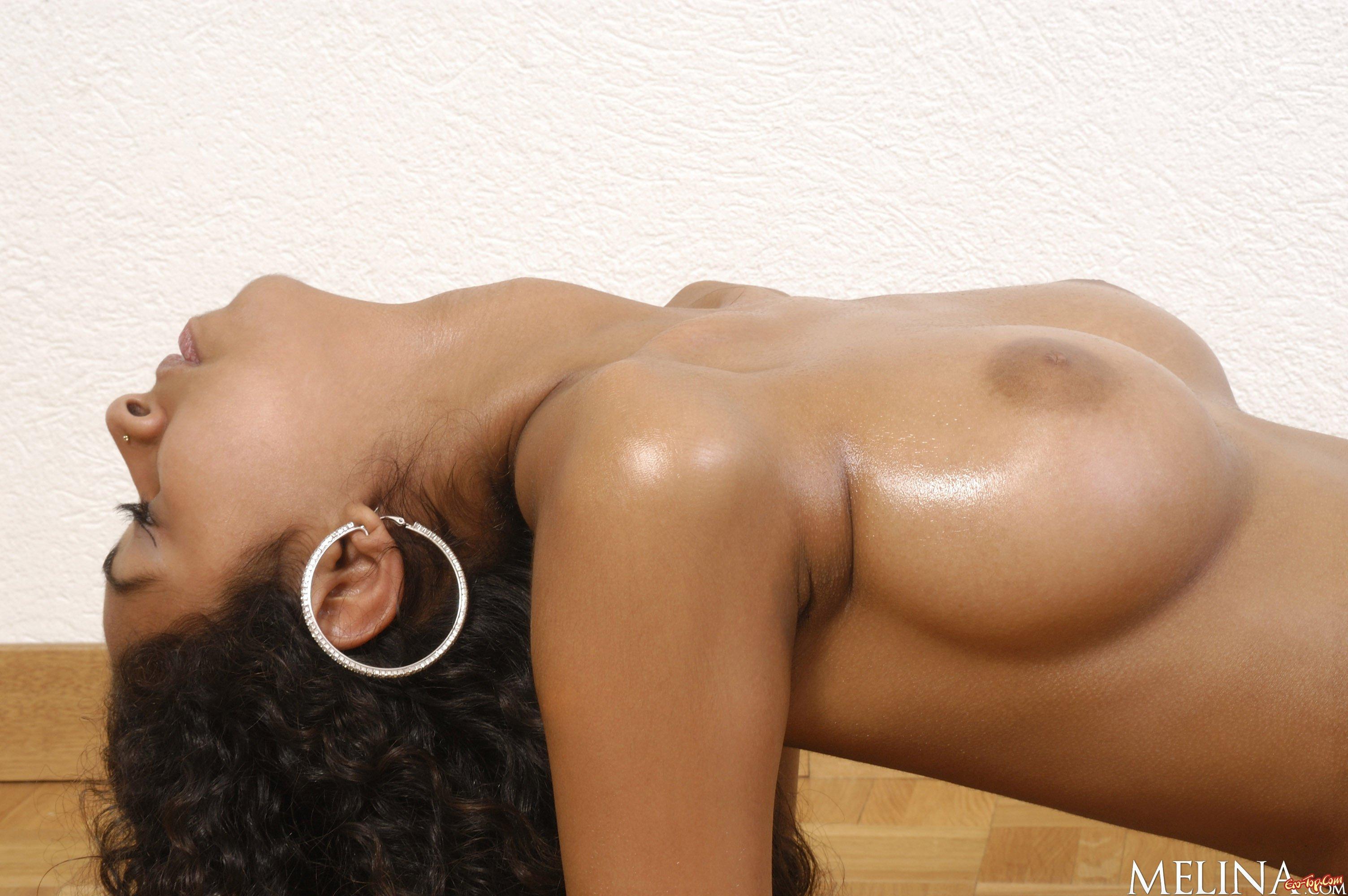 tyra moore big natural breasts 10