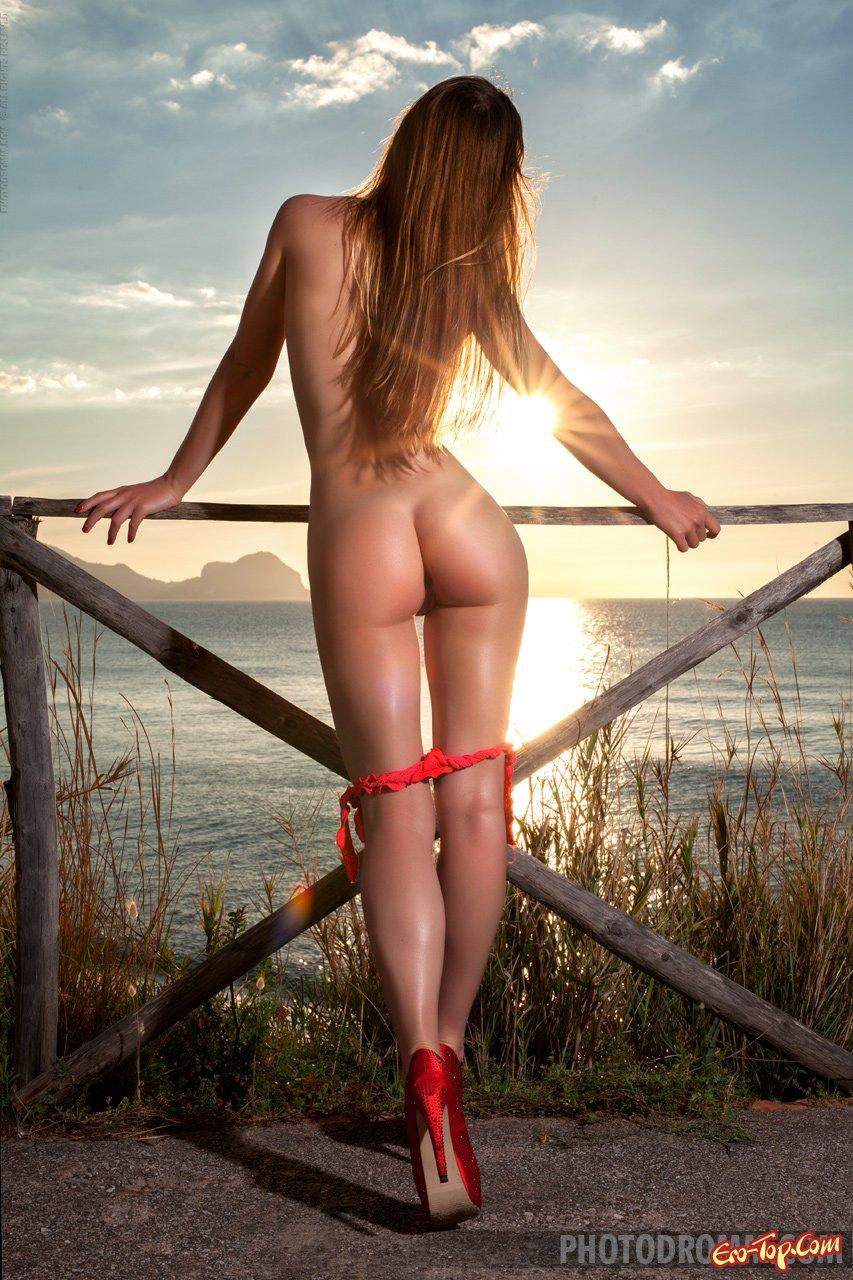 Фотки раздетой девушки на закате смотреть эротику