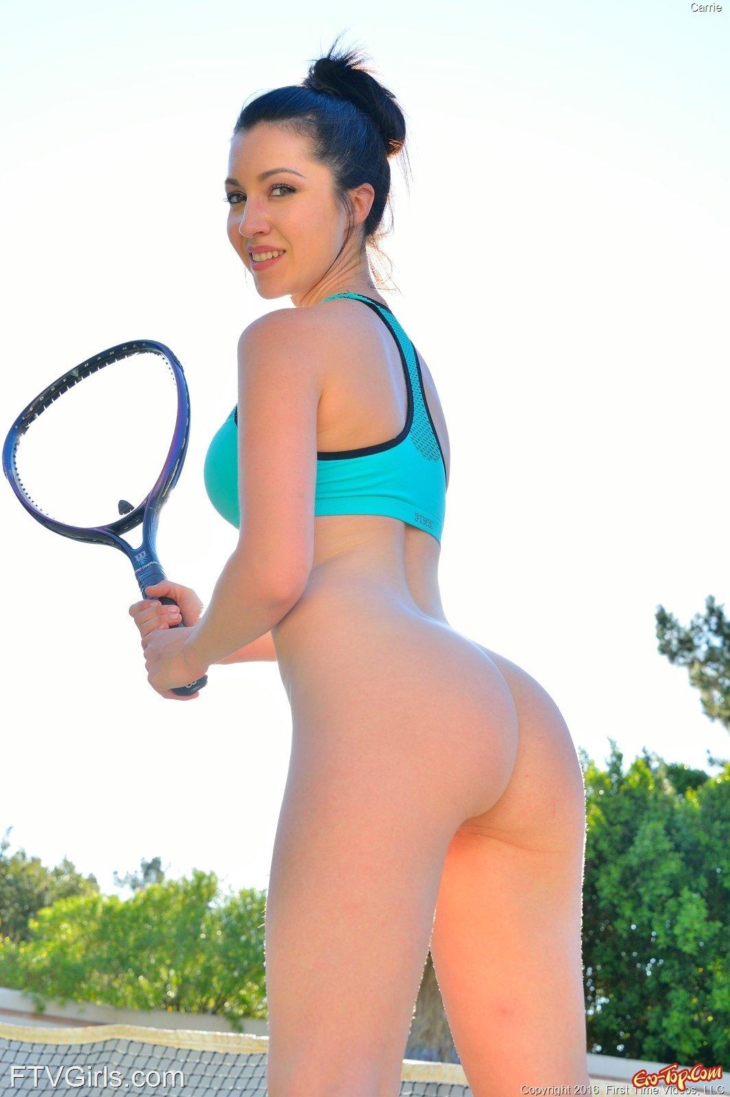 Голая теннисистка с упругой попой