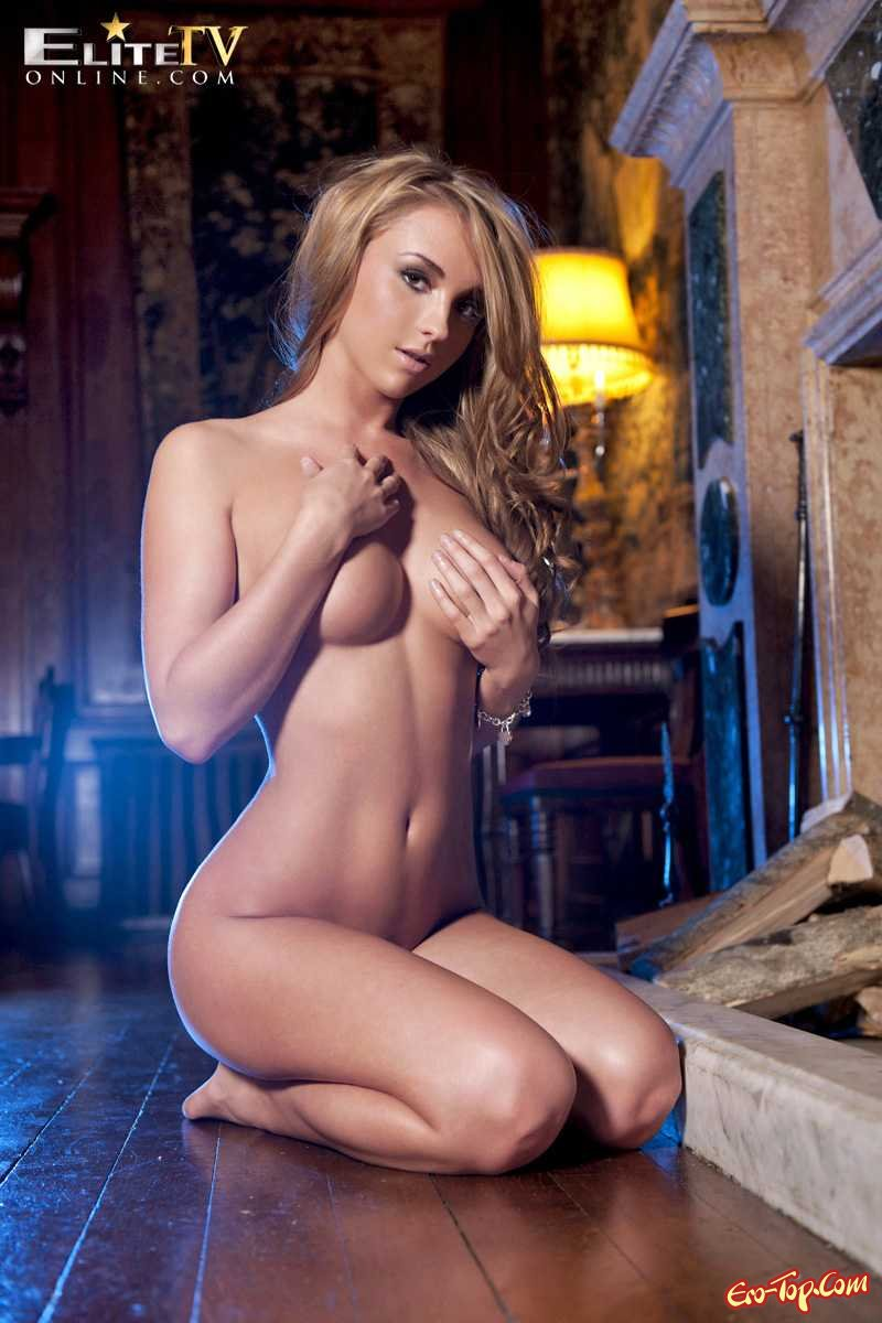 Красотка с крутыми формами секс фото