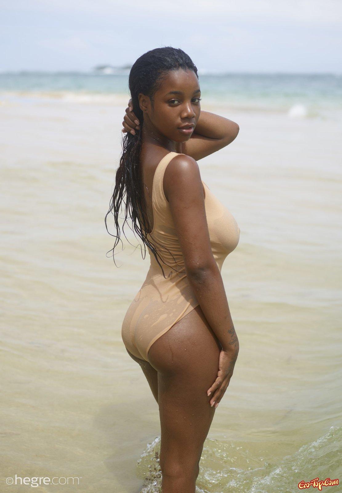 Африканка с большими  буферами
