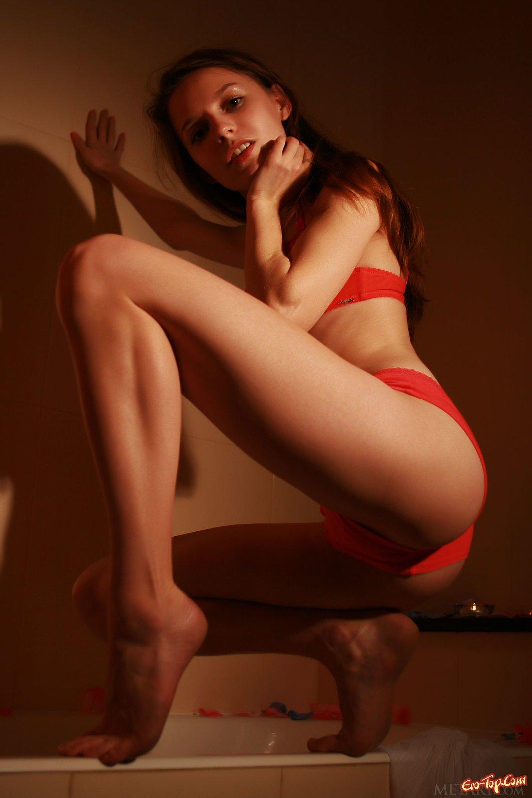 Игривая романтическая порнуха актрисы в ванной