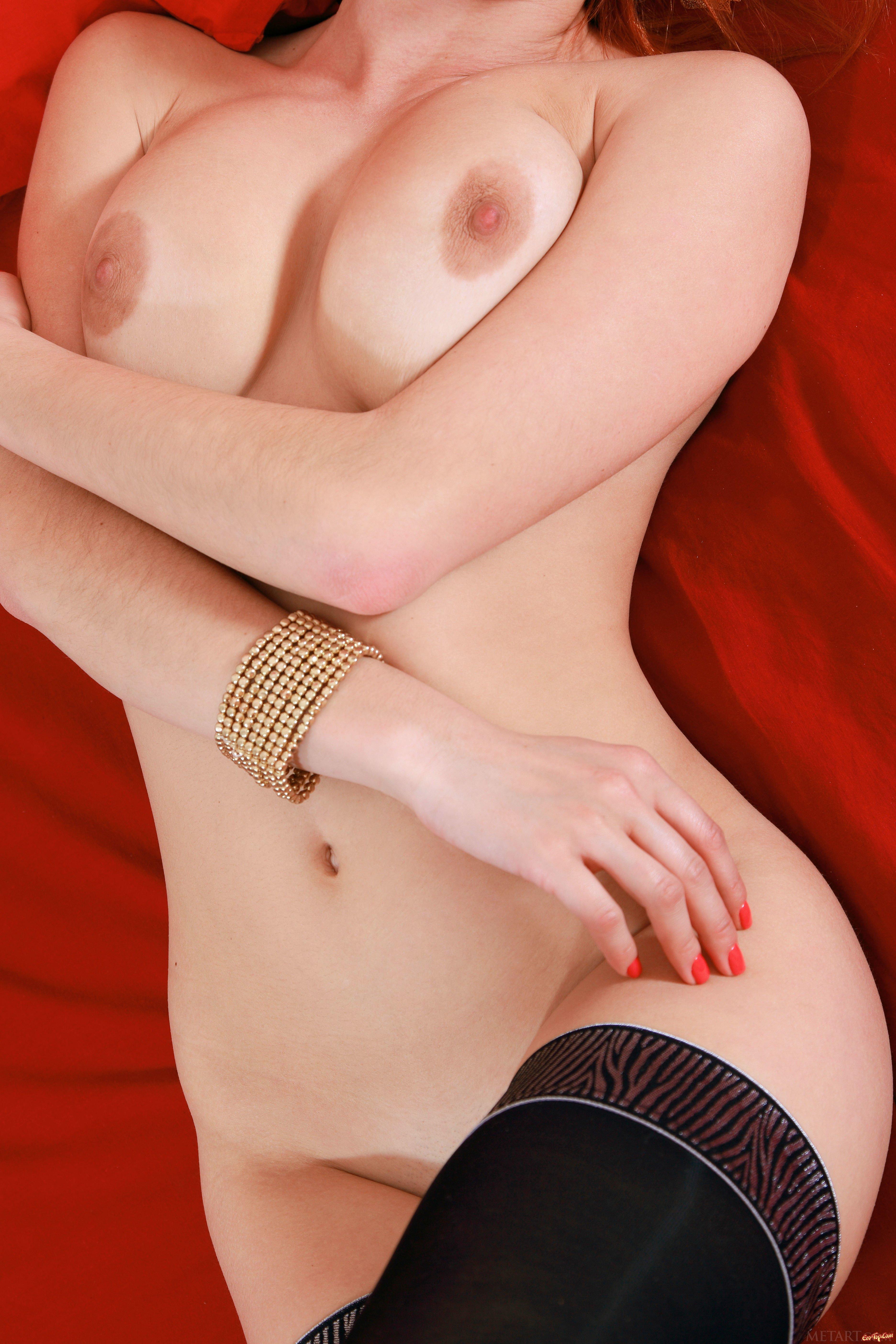Восхитительная рыжая шлюхи в чулках секс фото