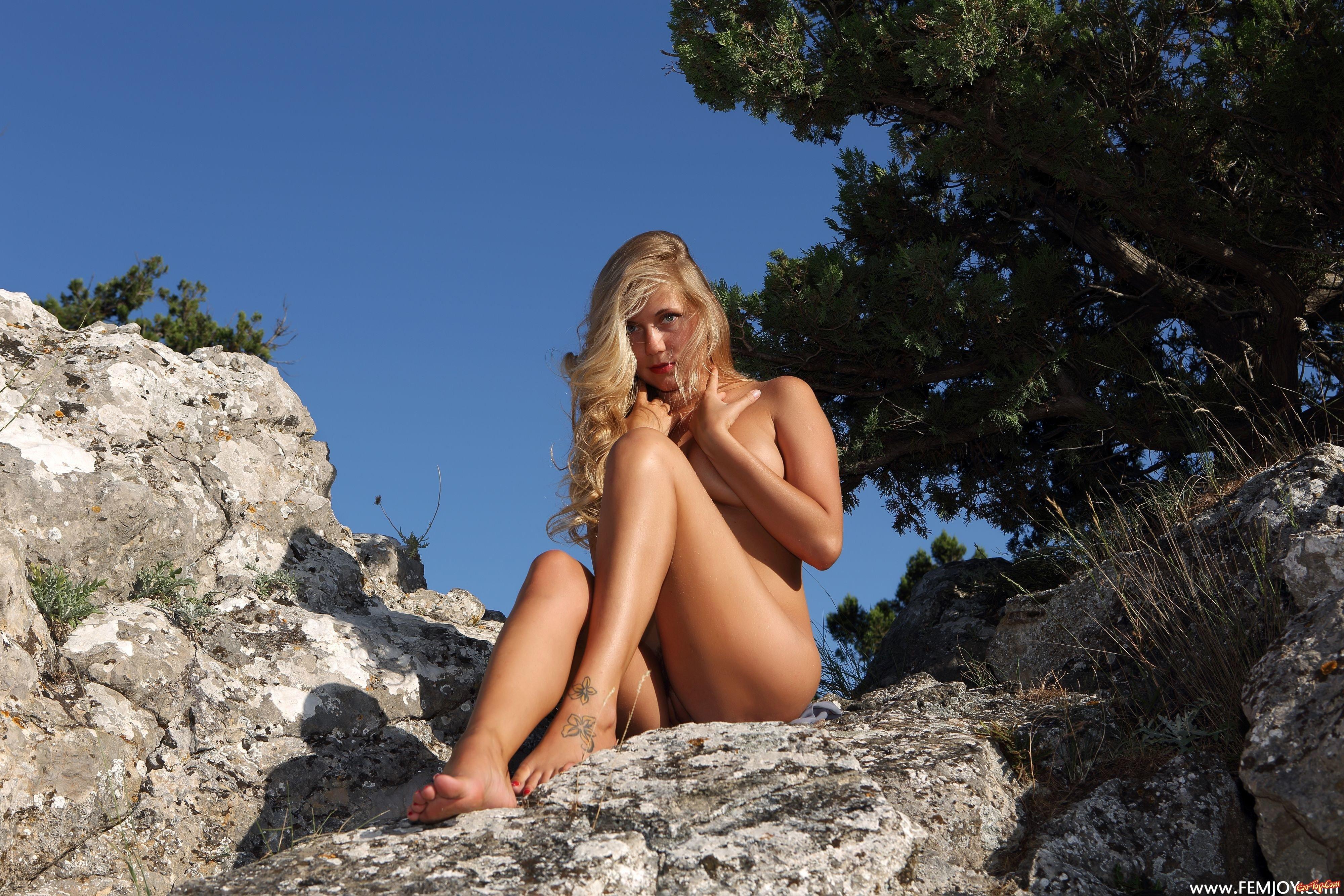 Красотка с натуральной грудью