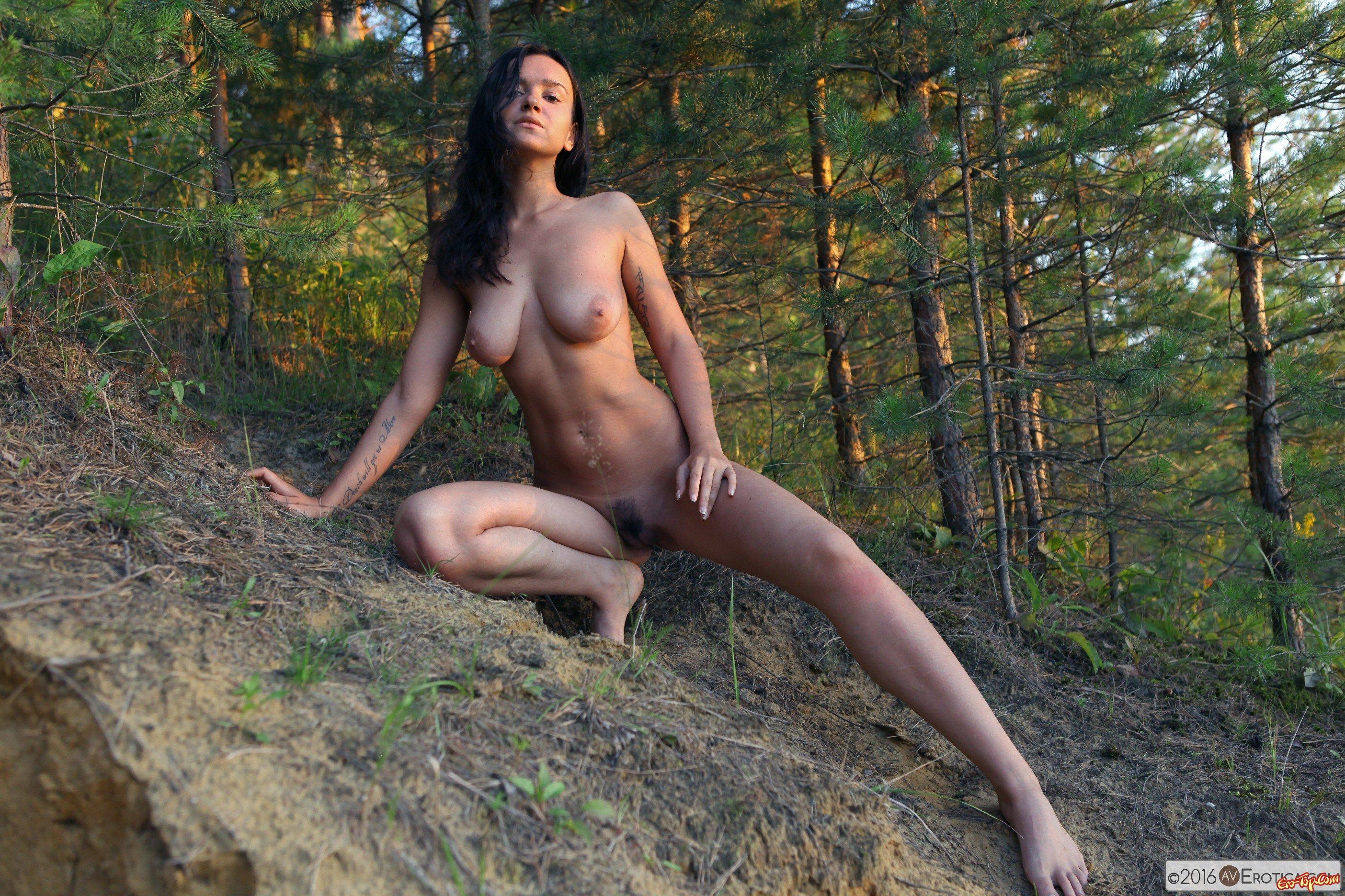 Голые в лесу онлайн