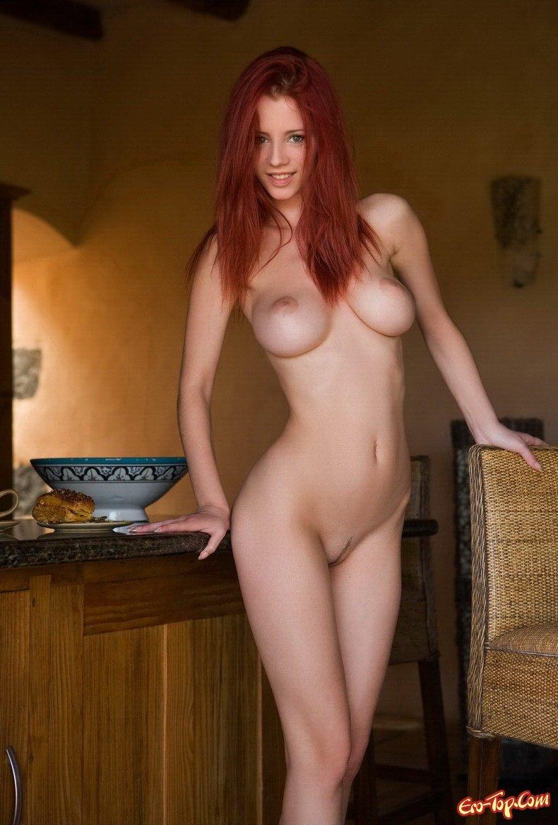 Рыжая девка с крупной грудью секс фото