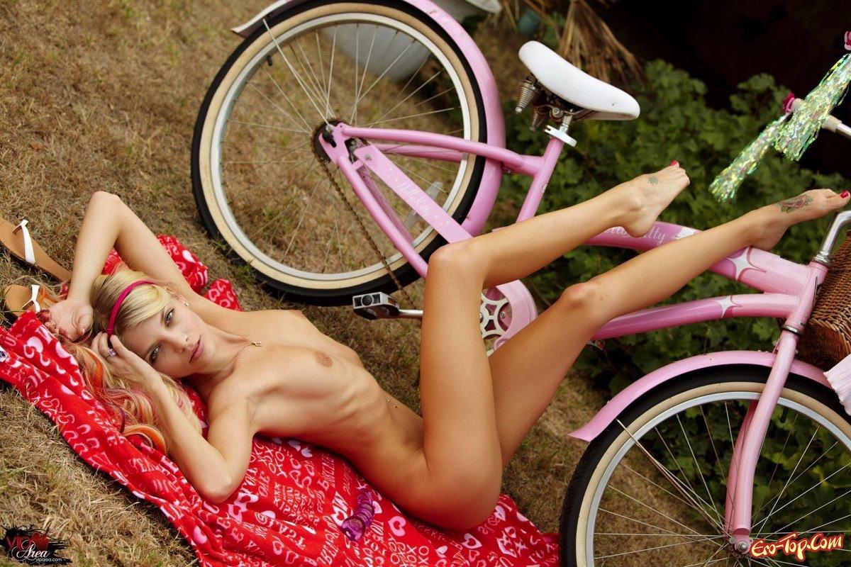 Фото девушки на велосипеде эротика, Красивые голые велосипедистки Голые девушки 5 фотография