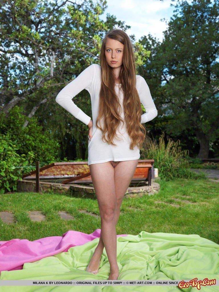 Обнаженная леди с милыми волосами секс фото