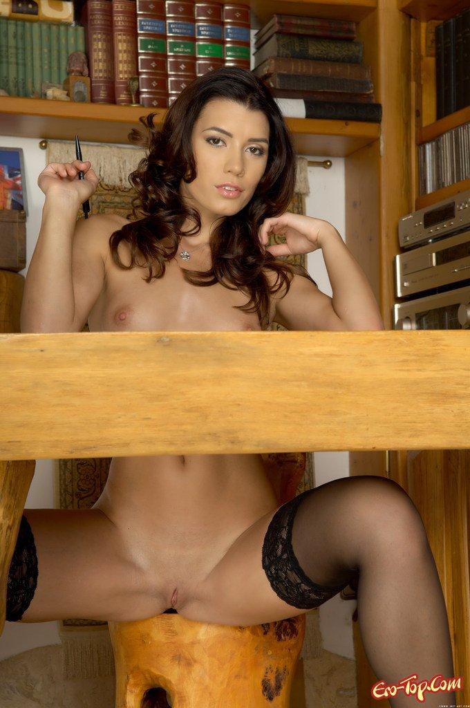 Голая секретарша в чулках