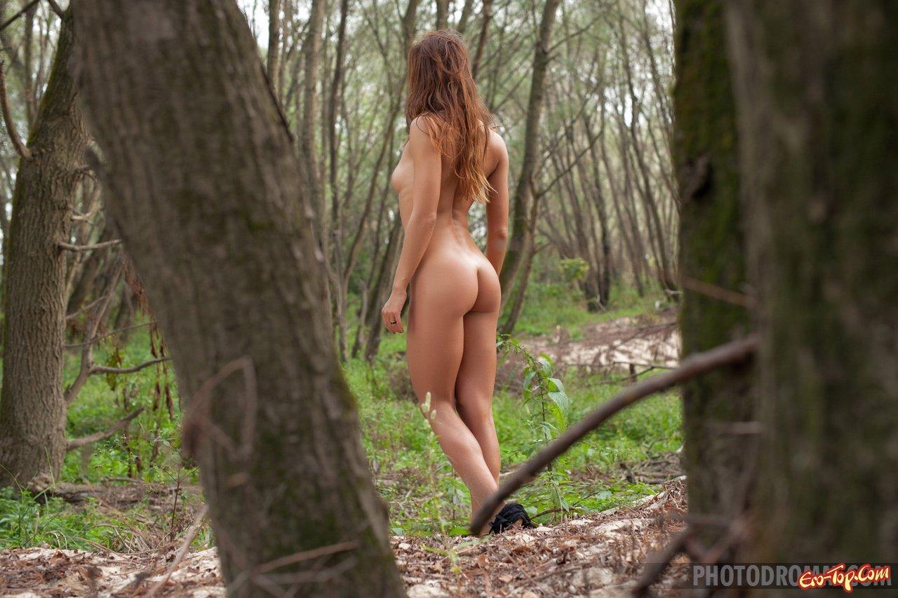 eroticheskoe-foto-v-lesu